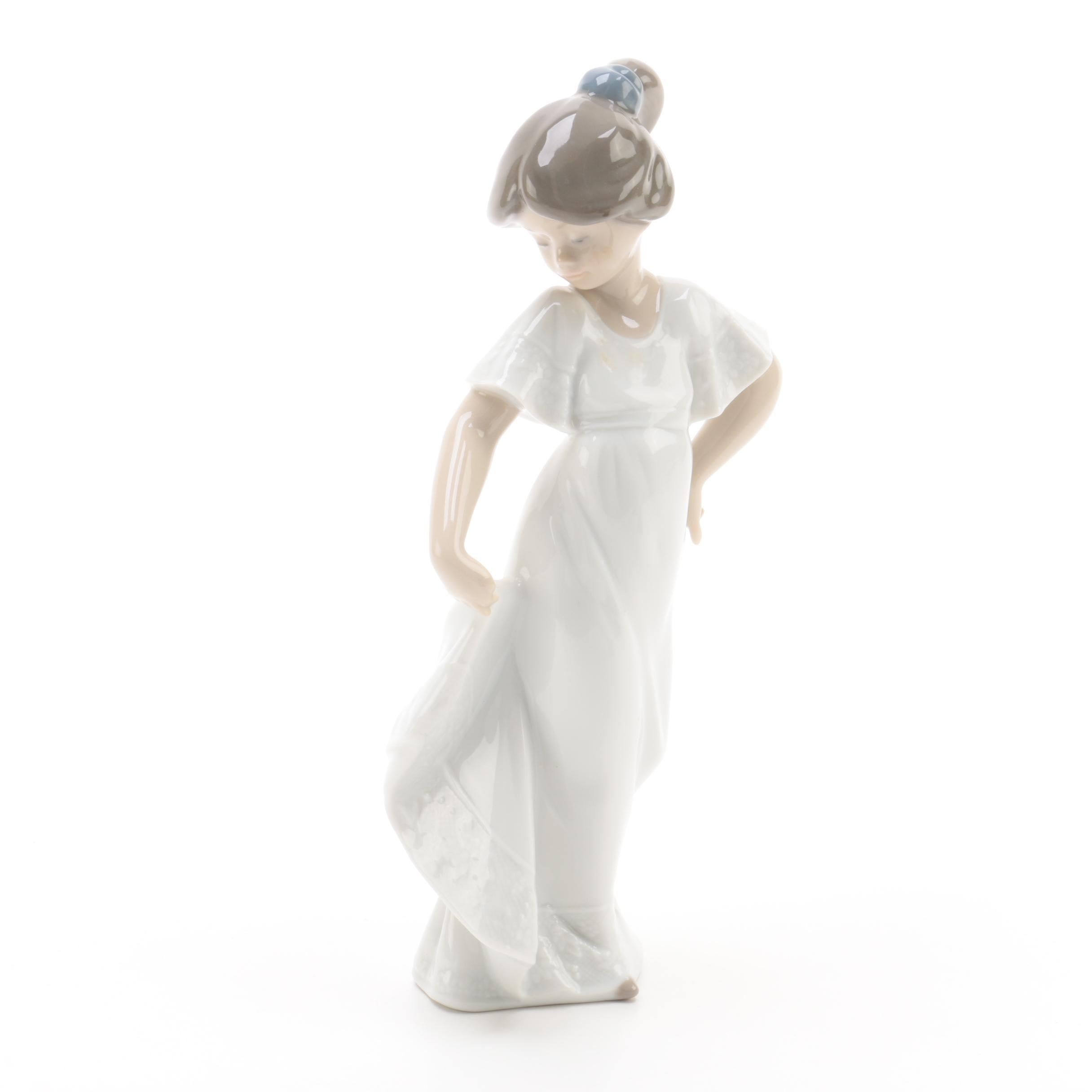 Lladró Porcelain Figurine of Girl in White Dress