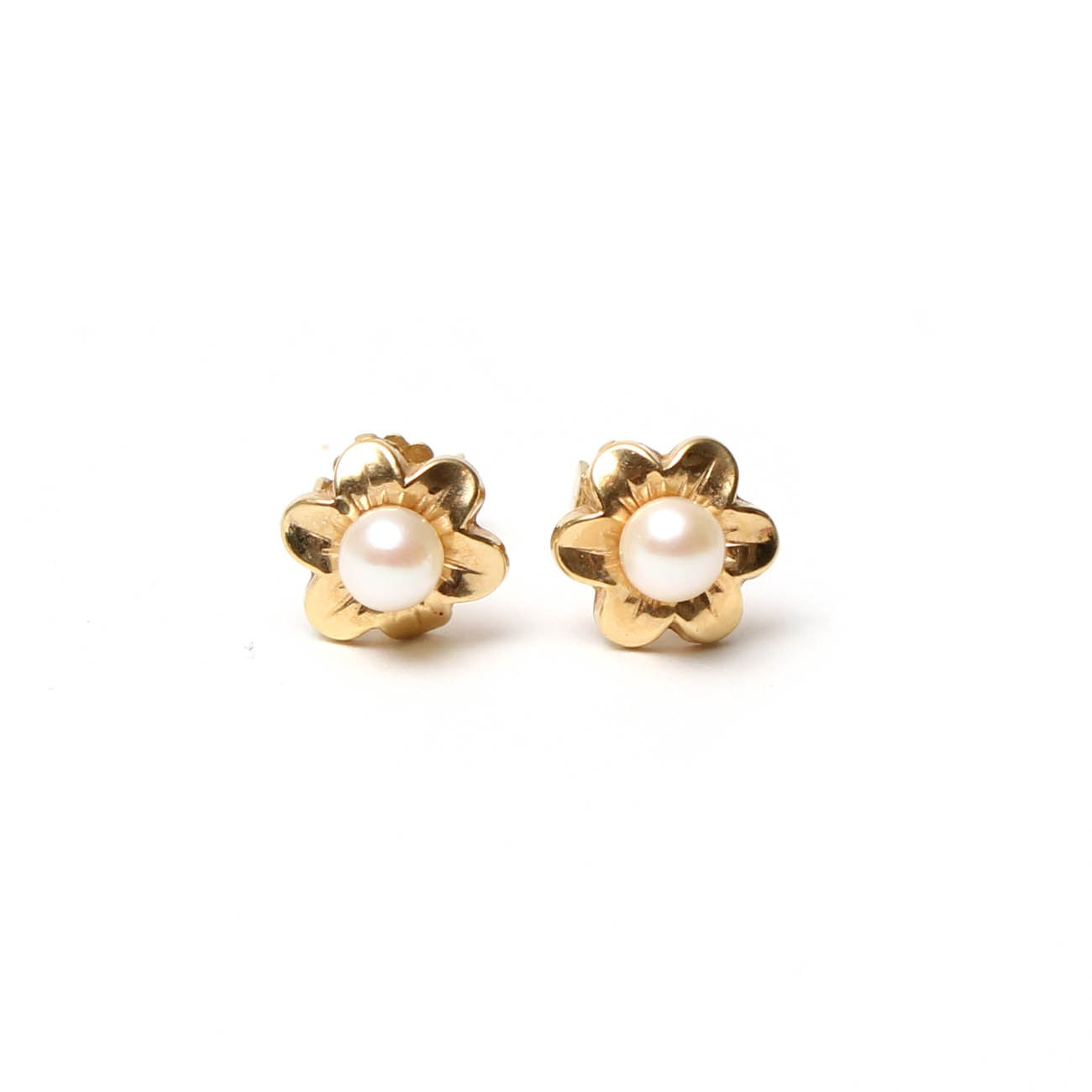 18K Yellow Gold Pearl Flower Earrings