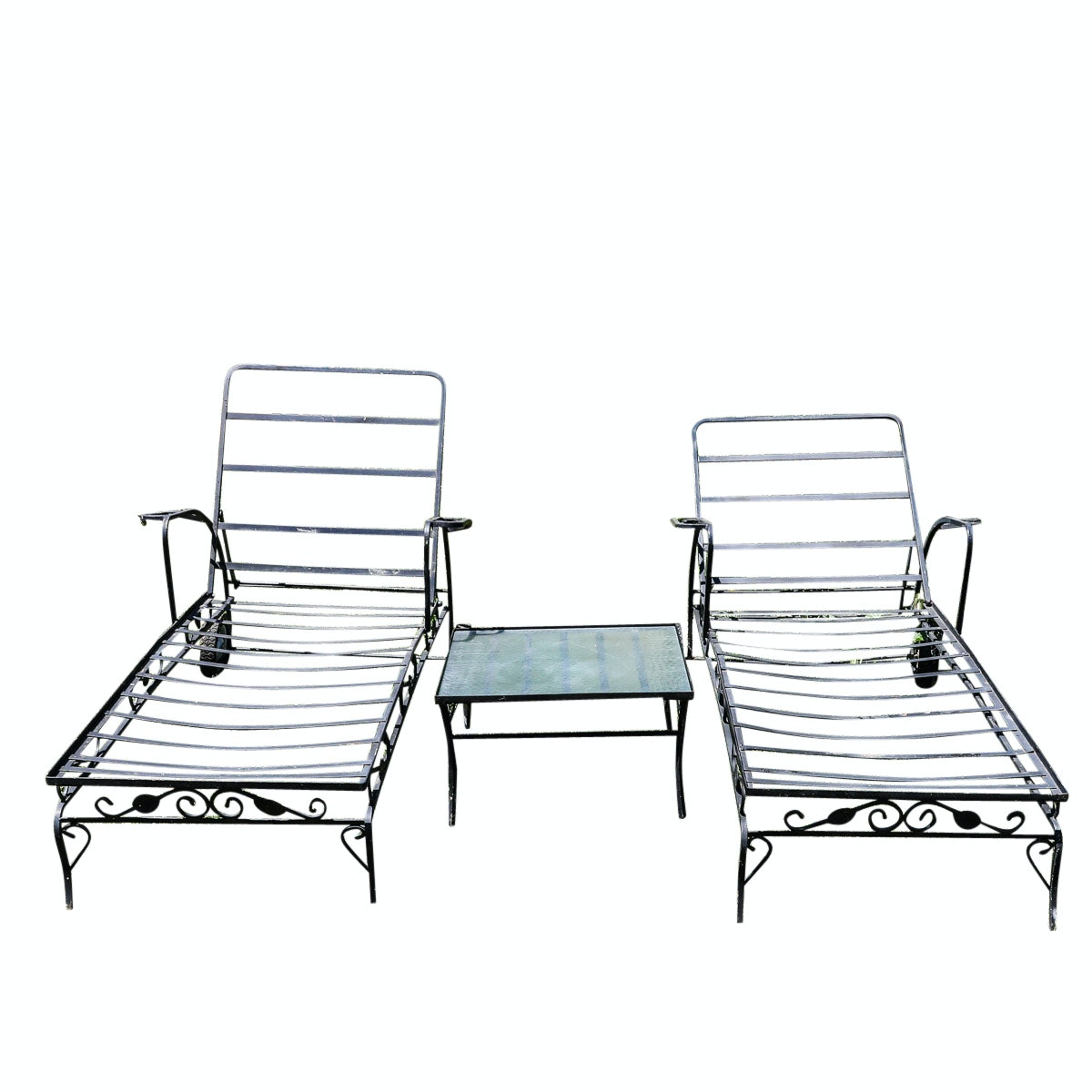 Patio Lounge Chairs and Side Table
