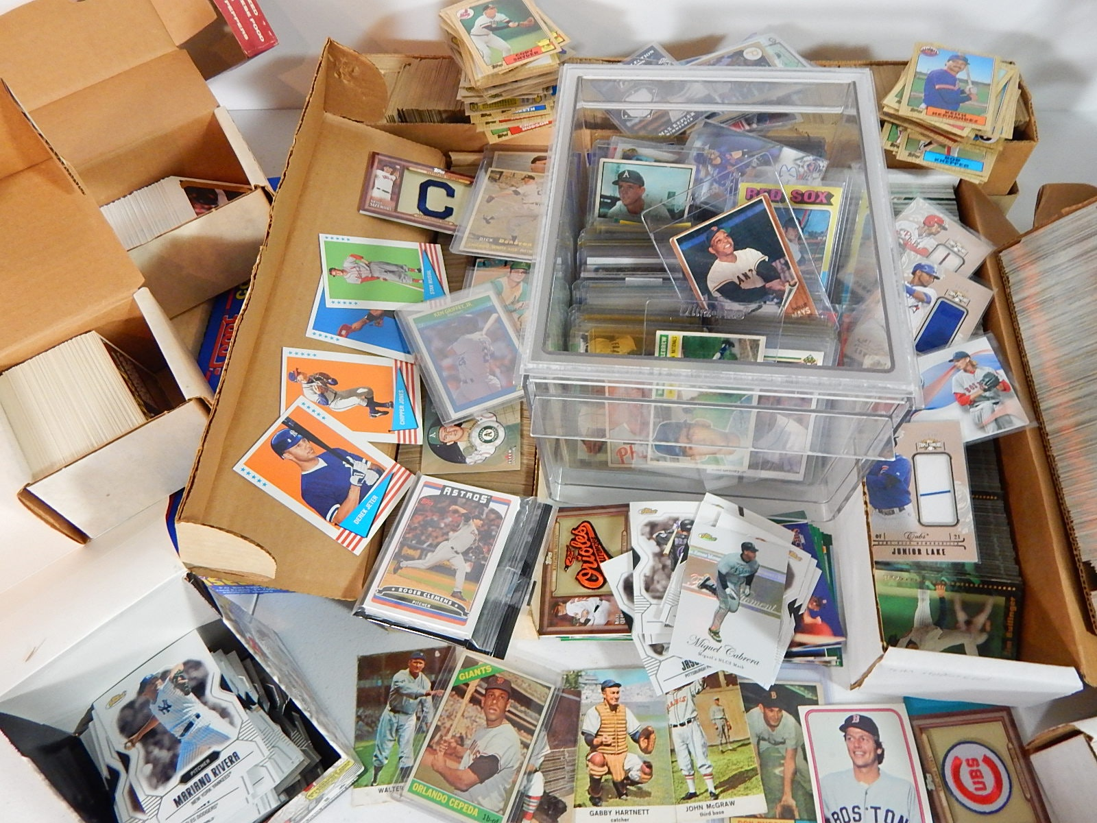 Large Baseball Card Lot from 1950s with Around 5000 Cards including W. Mays