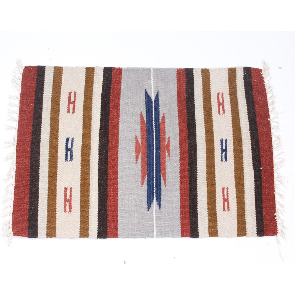 2' x 3' Handwoven Mexican Wool Accent Rug