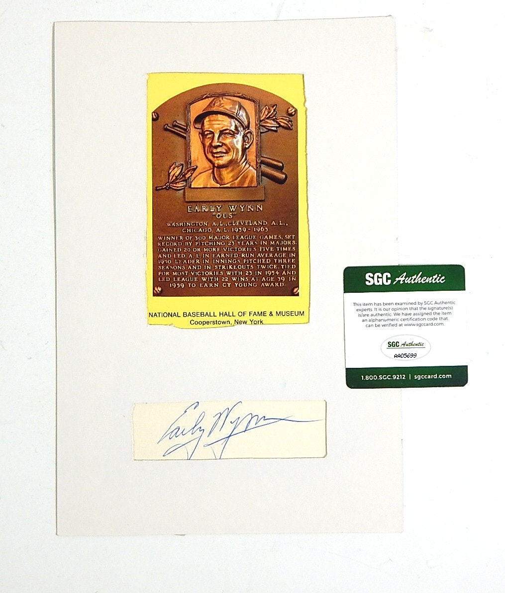 SGC Authenticated HOF Early Wynn Autograph and Postcard