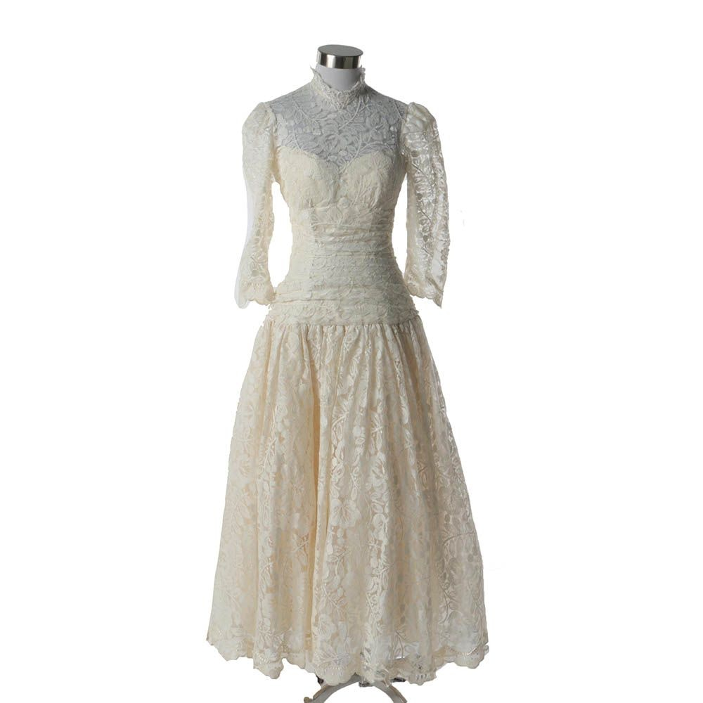 1980s Vintage Off-White Lace Dropped Waist Wedding Dress