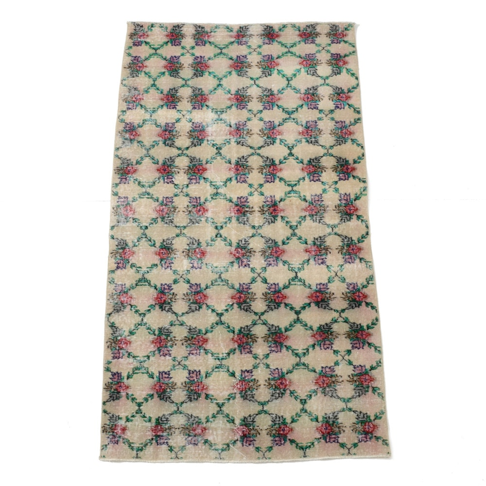 Blue Ocean Traders Hand-Knotted Floral Area Rug