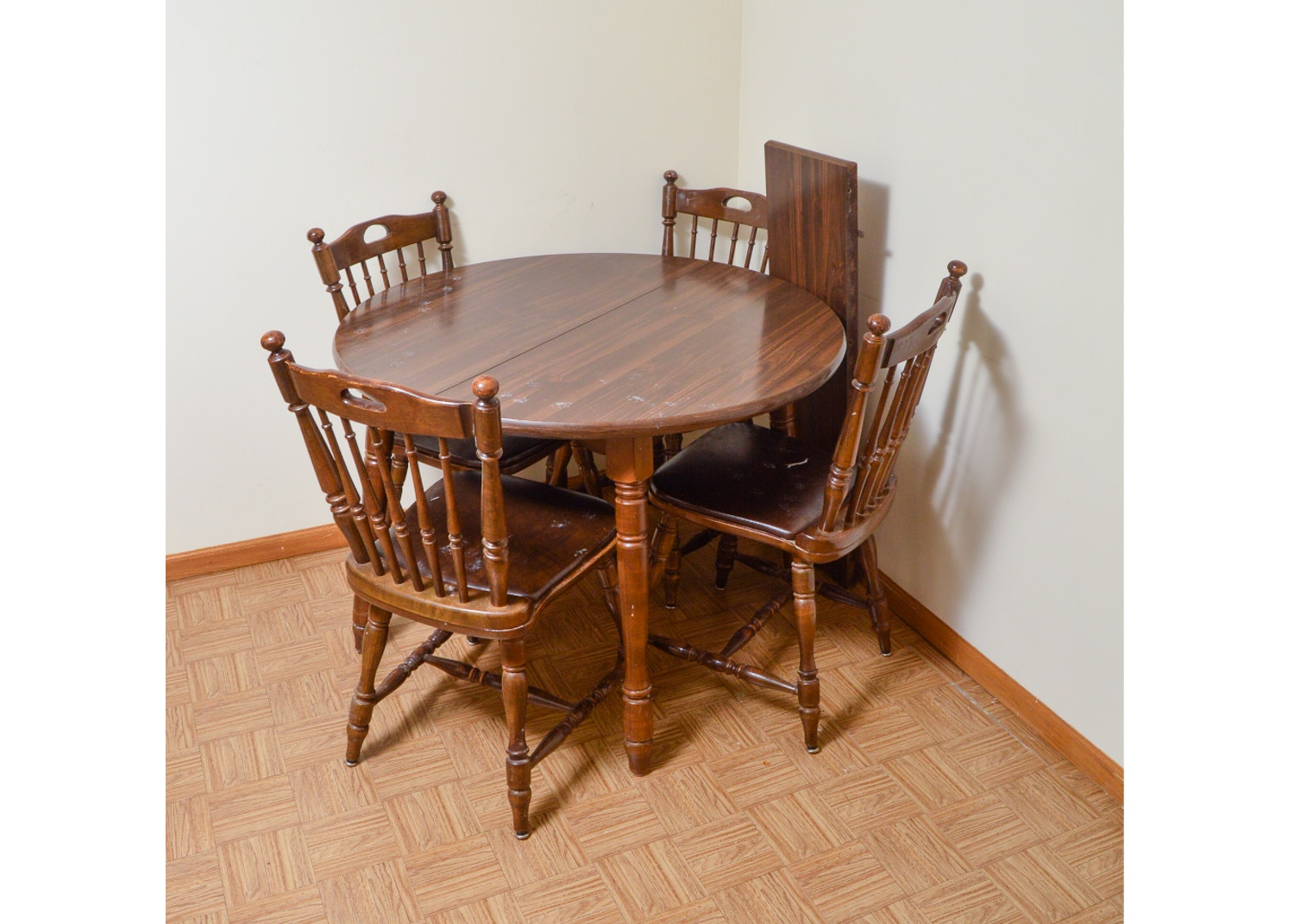 Vintage Colonial Style Dining Table with Chairs by Richardson Brothers