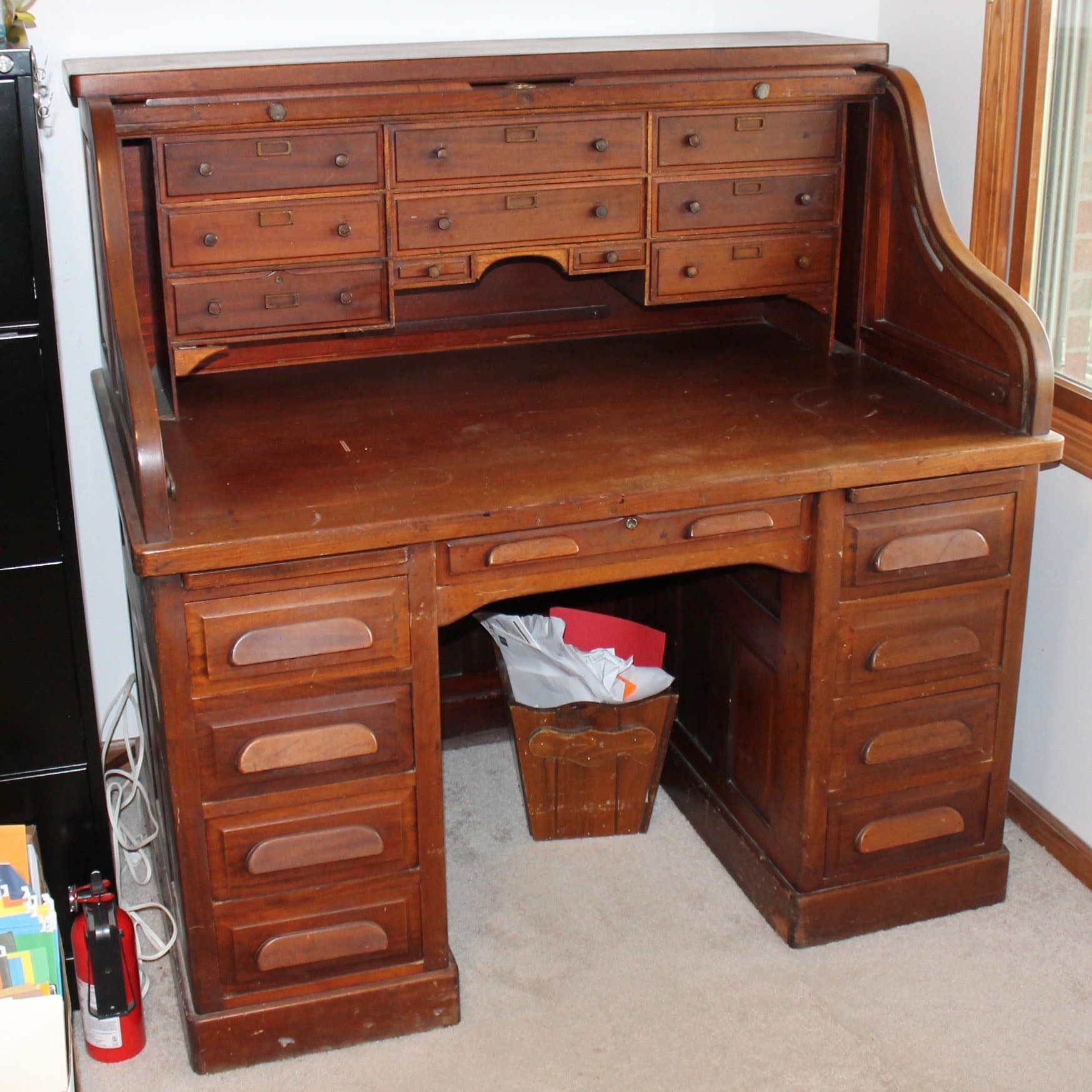 Antique Cleveland Desk Co. Mahogany Roll Top Desk