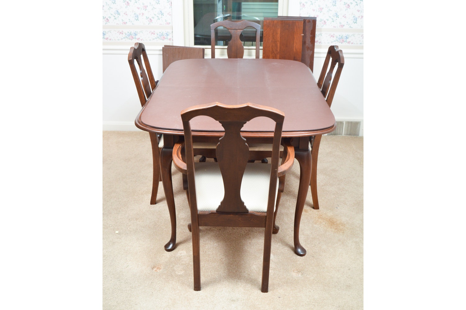 Vintage Queen Anne Style Dining Table with Chairs by Crawford Furniture