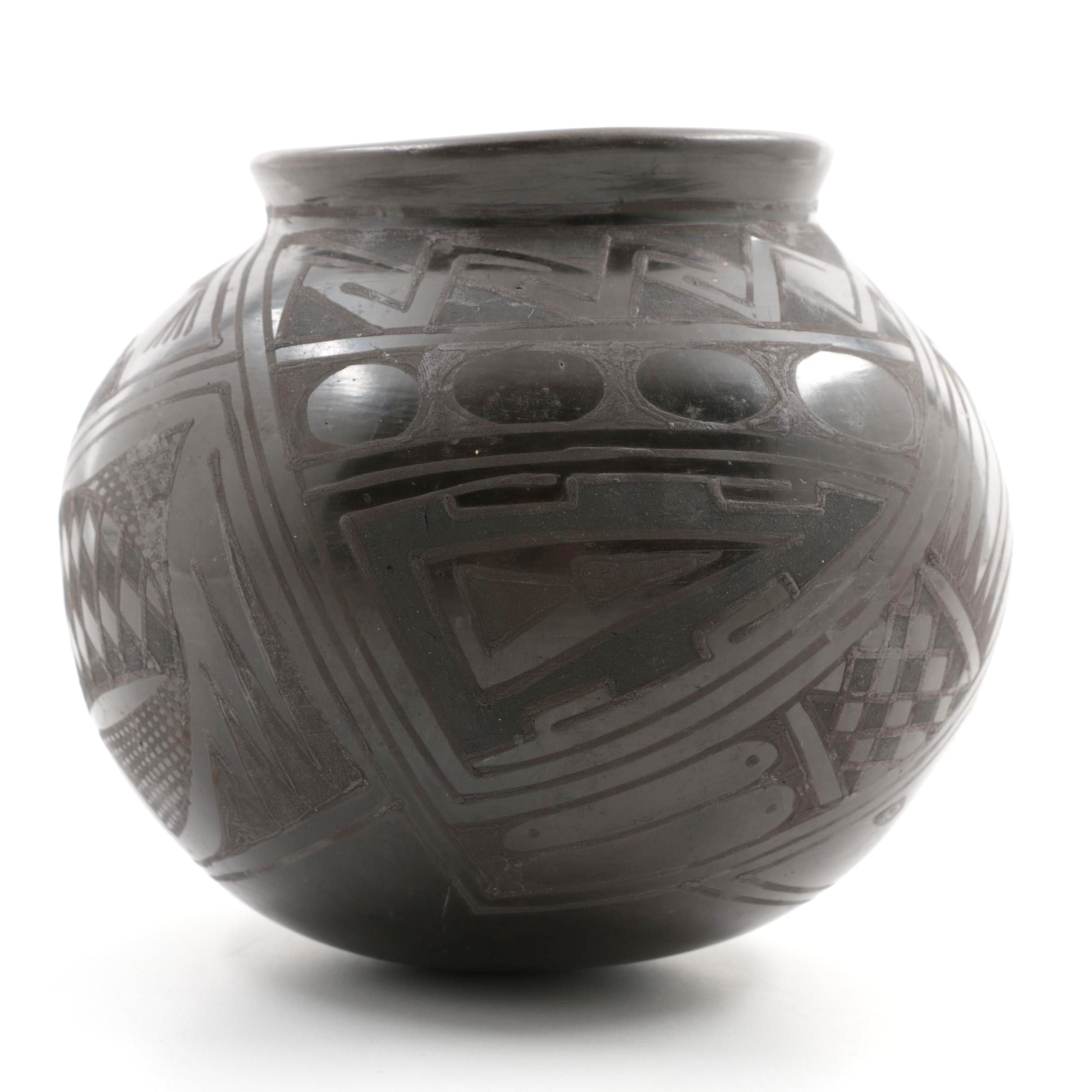 "Mexican Black Mata Ortiz Pottery Signed ""SanBe"""