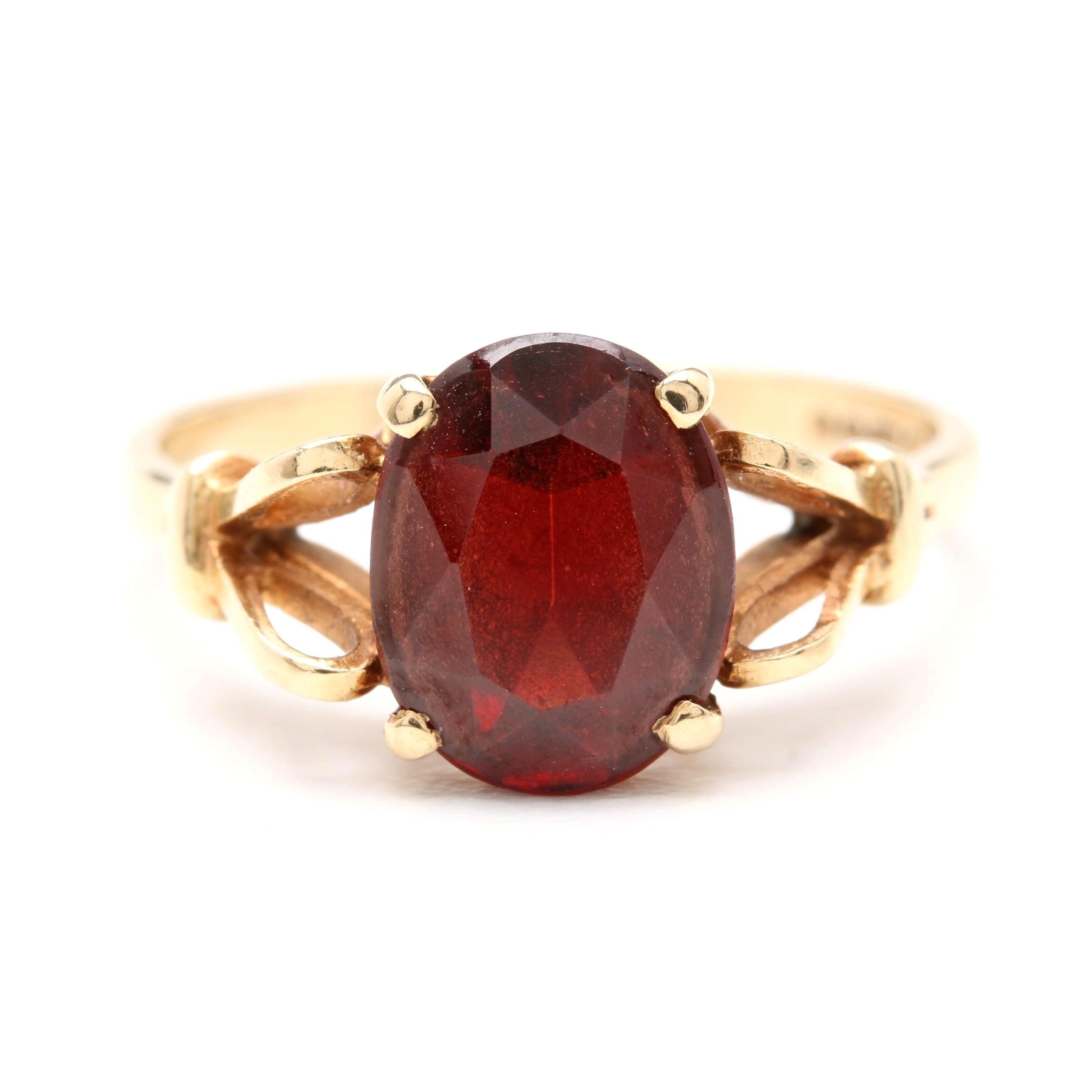 Vintage 1940s - 1950s 9K Yellow Gold Garnet Ring