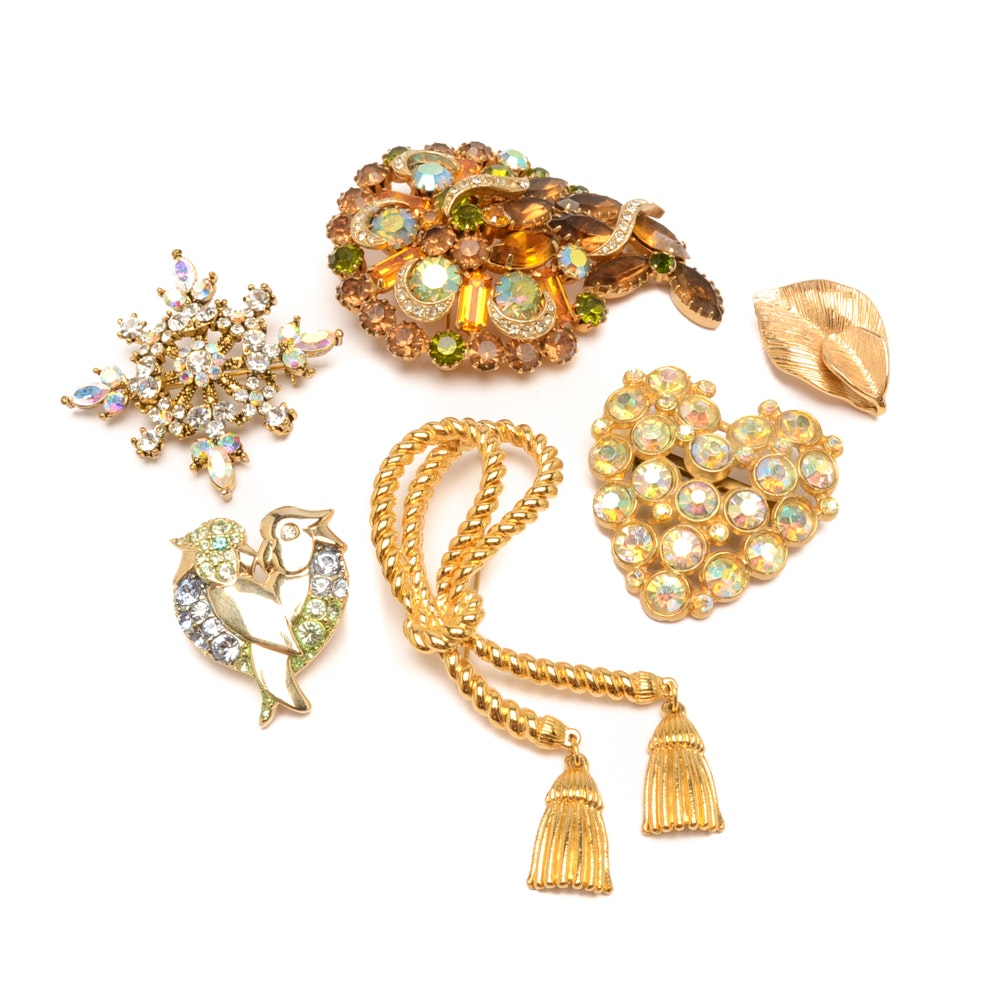 Assortment of Vintage Gold Tone Brooches Including OTC and Amway