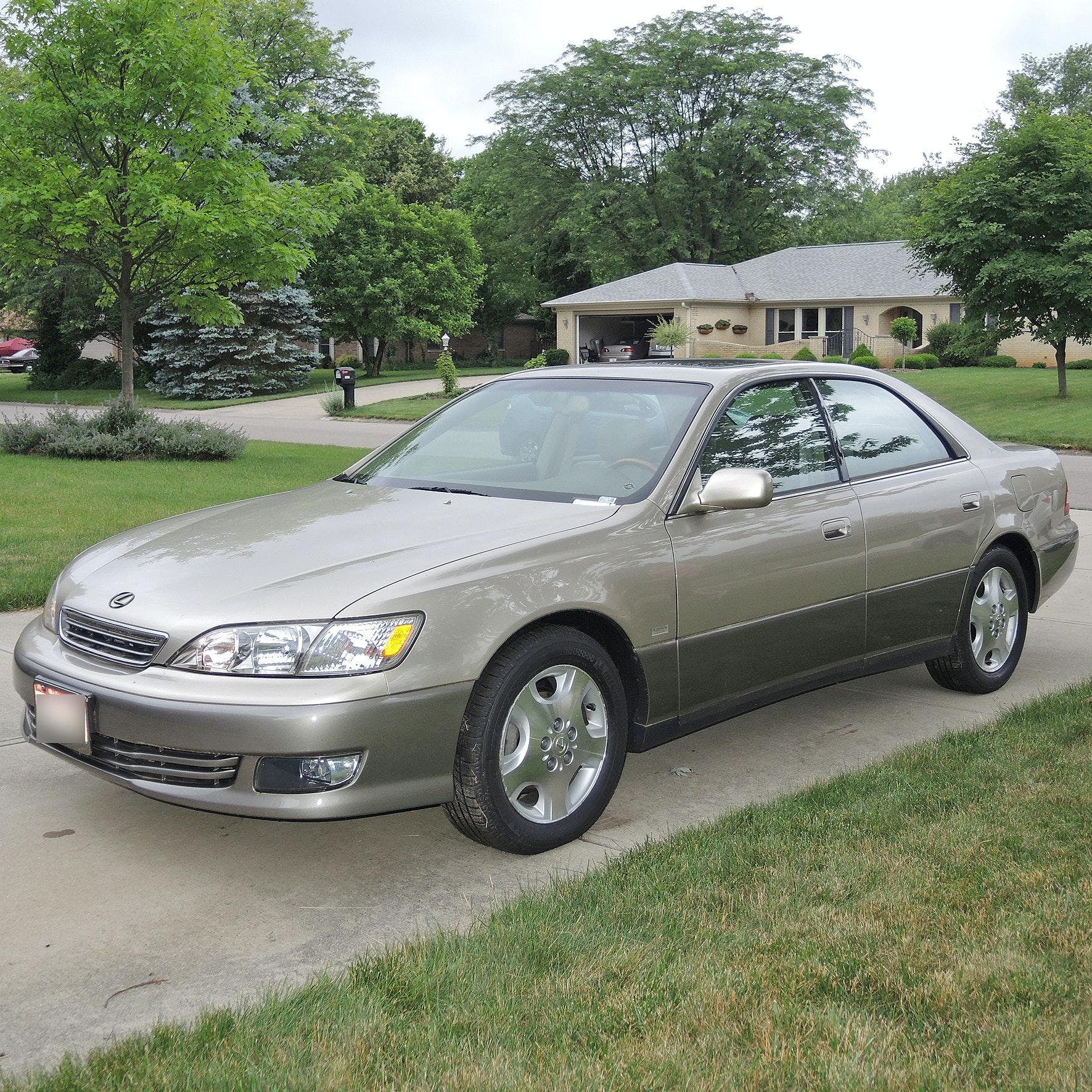 2000 Lexus ES300 Platinum Series Luxury Sedan