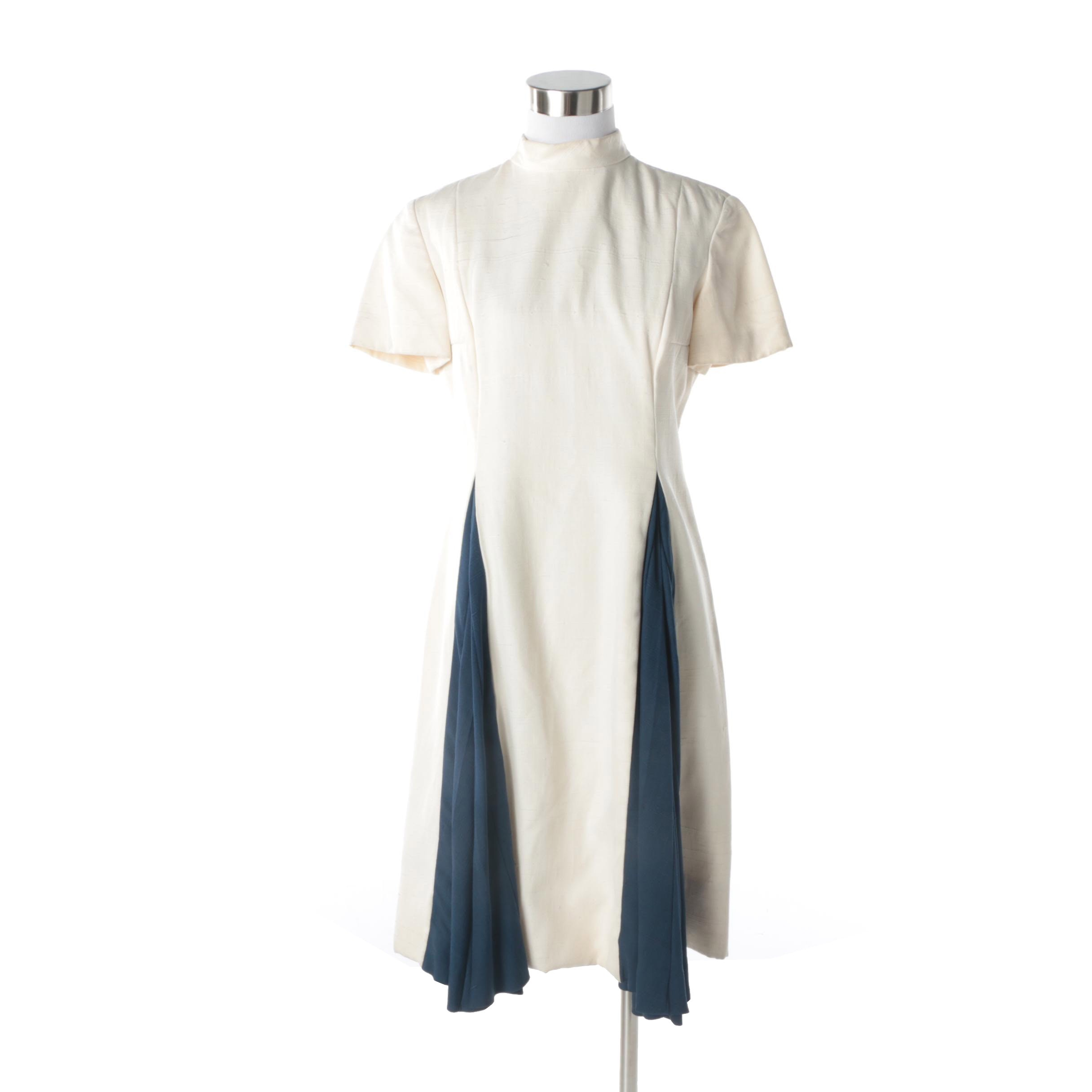1960s Bill Blass for Maurice Rentner Ivory Linen Dress With Navy Accent Pleats