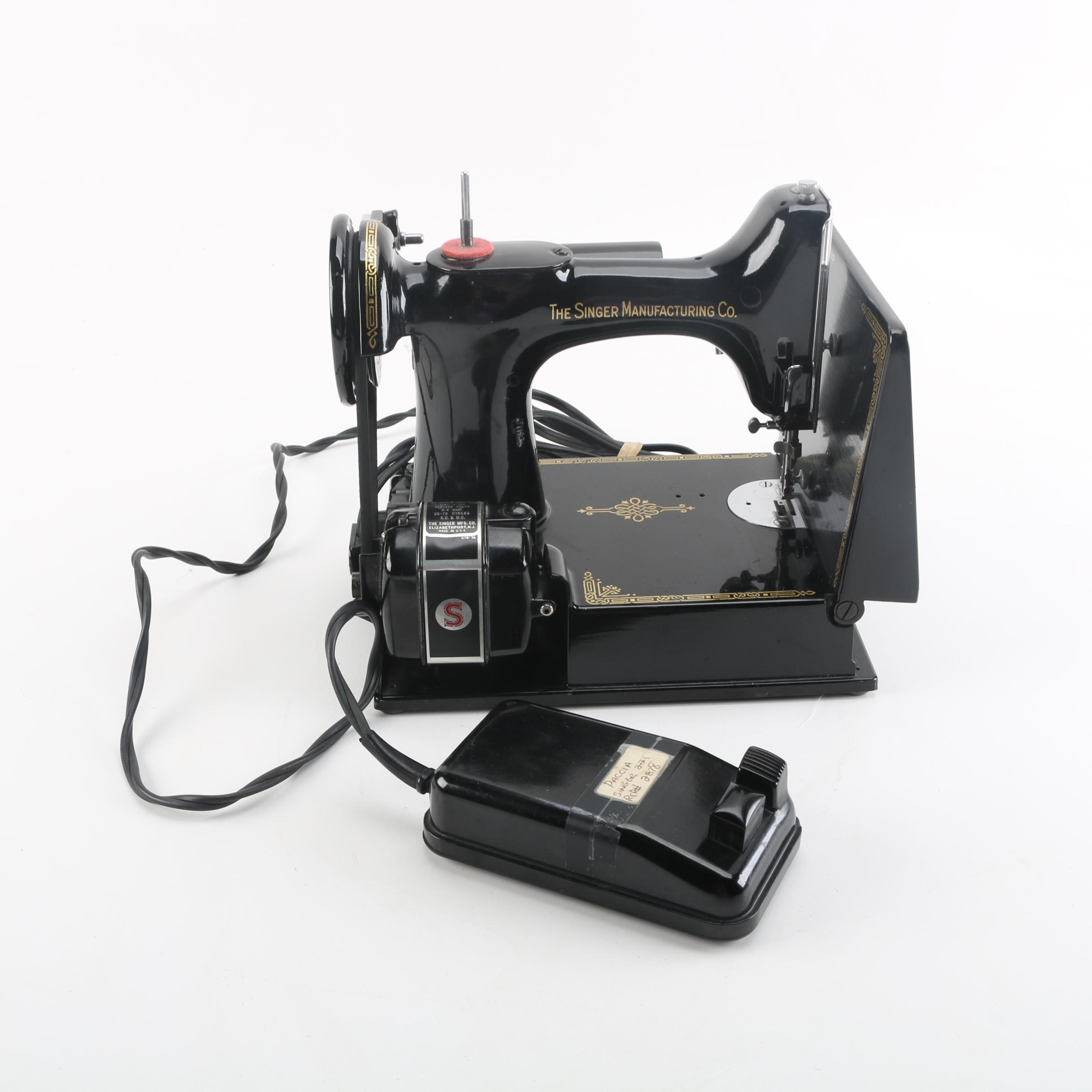1950 Singer Featherweight Model 221 Sewing Machine