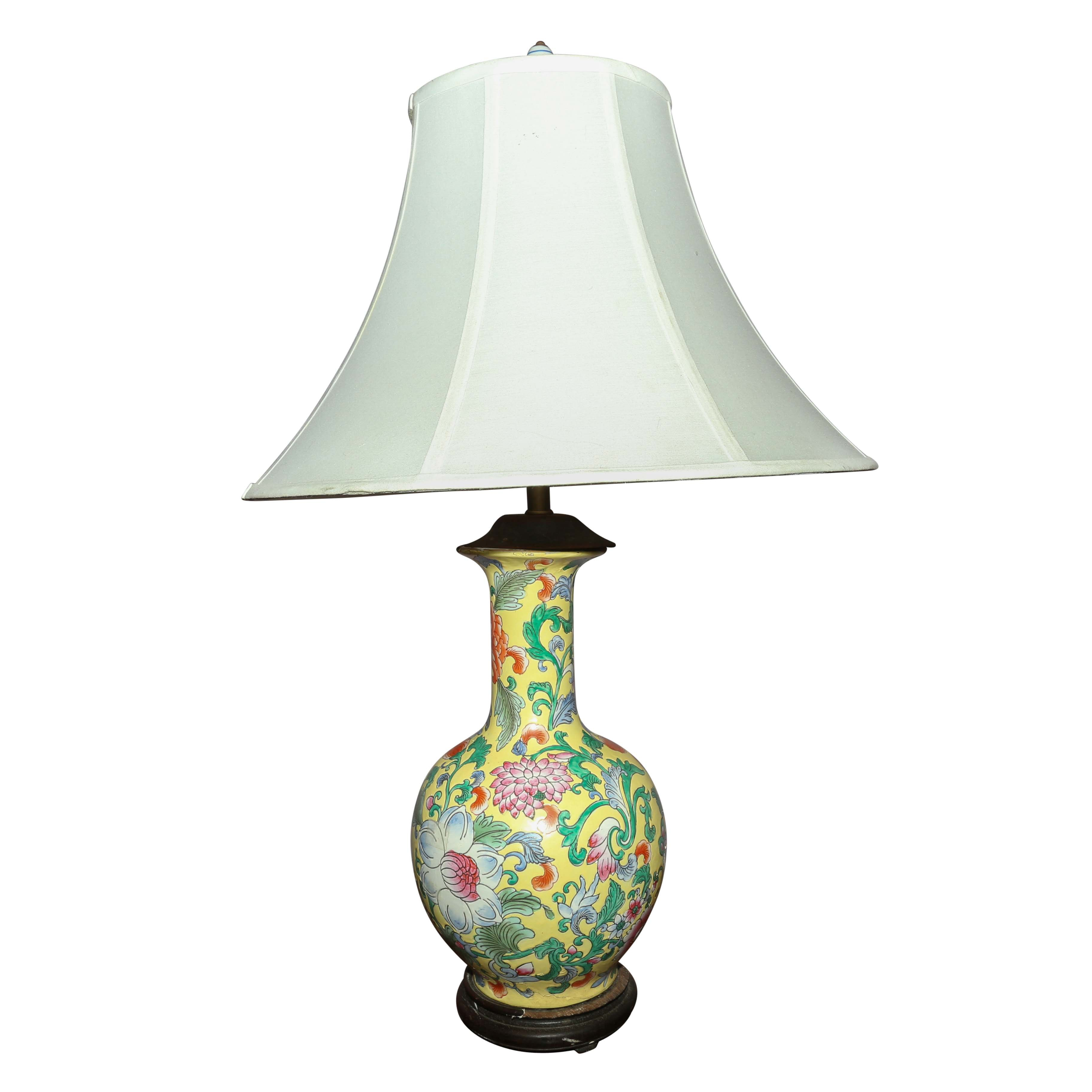 Chinese Hand-Painted Porcelain Vase Table Lamp