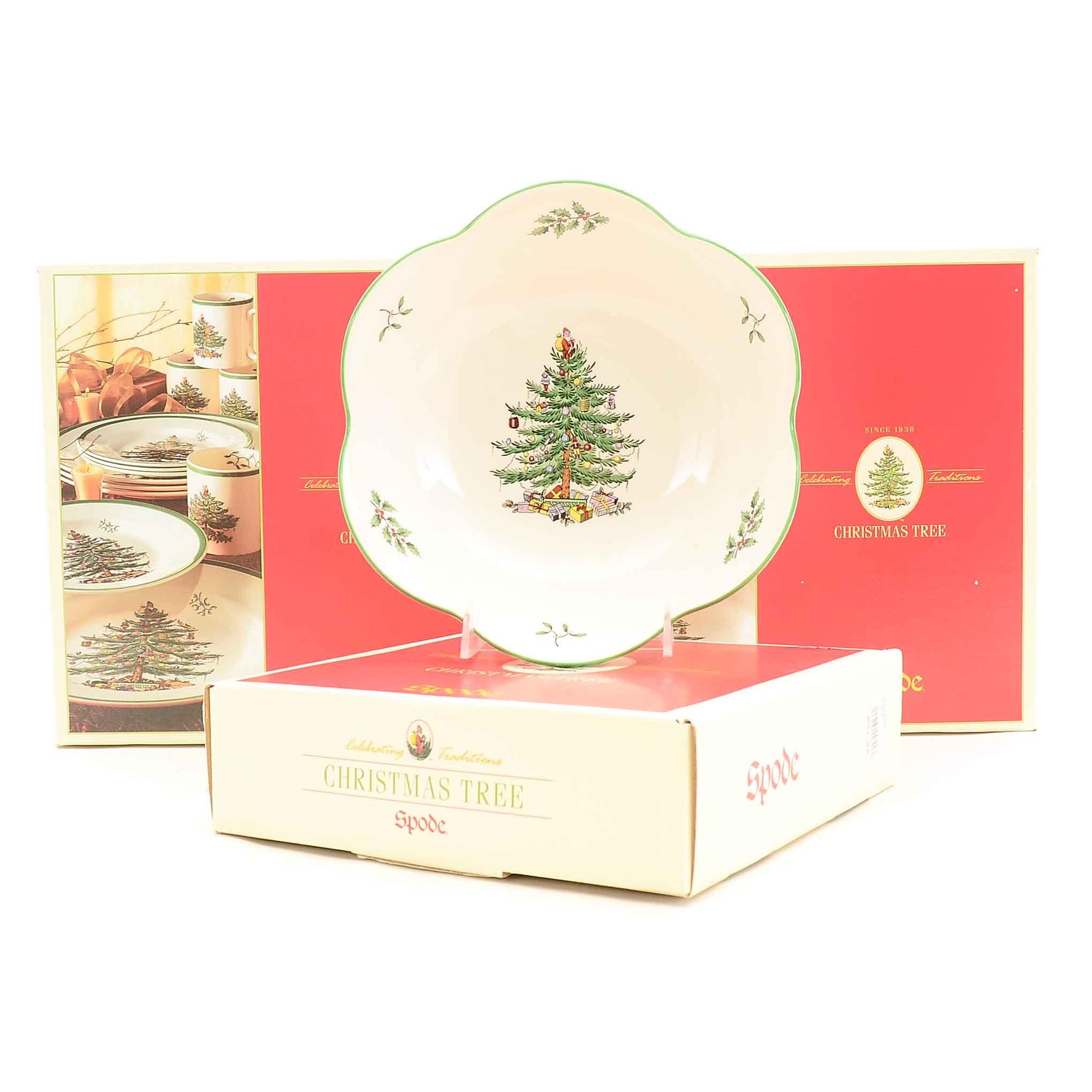 "Group of Spode ""Christmas Tree"" Dinnerware"