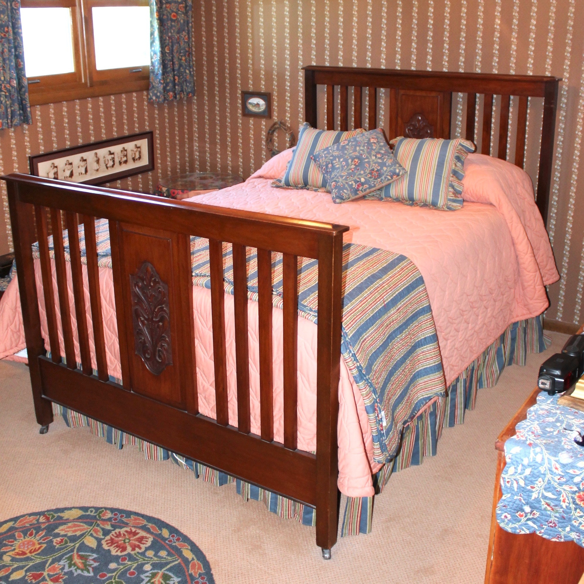 Antique Walnut Full Size Bed