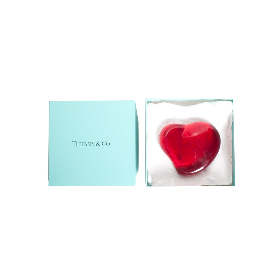 3f6a31e0e74 Elsa Peretti for Tiffany   Co. Red Glass Heart Paperweight   EBTH