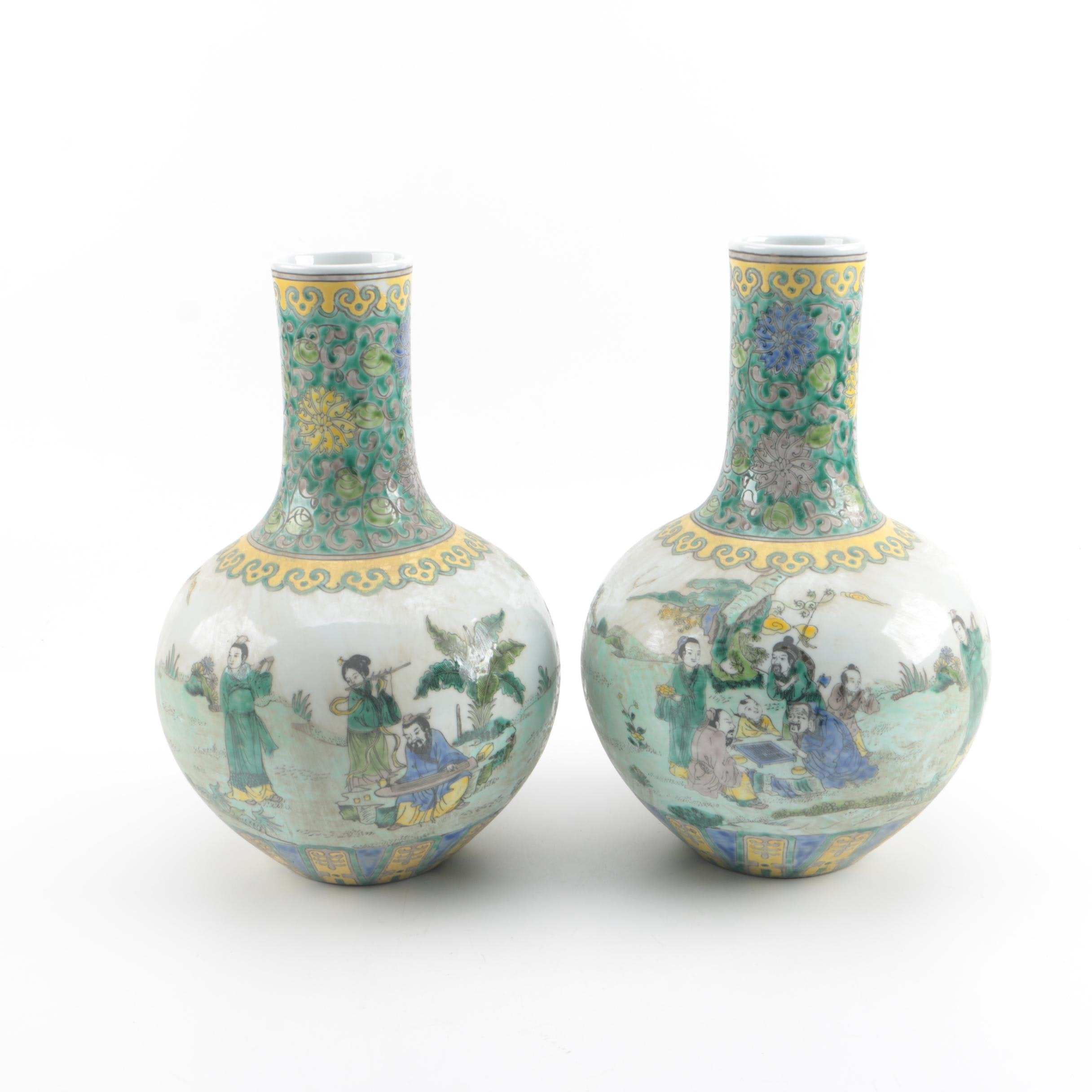 Chinese Hand-Painted Susancai Porcelain Tianqiu Bottle Vases