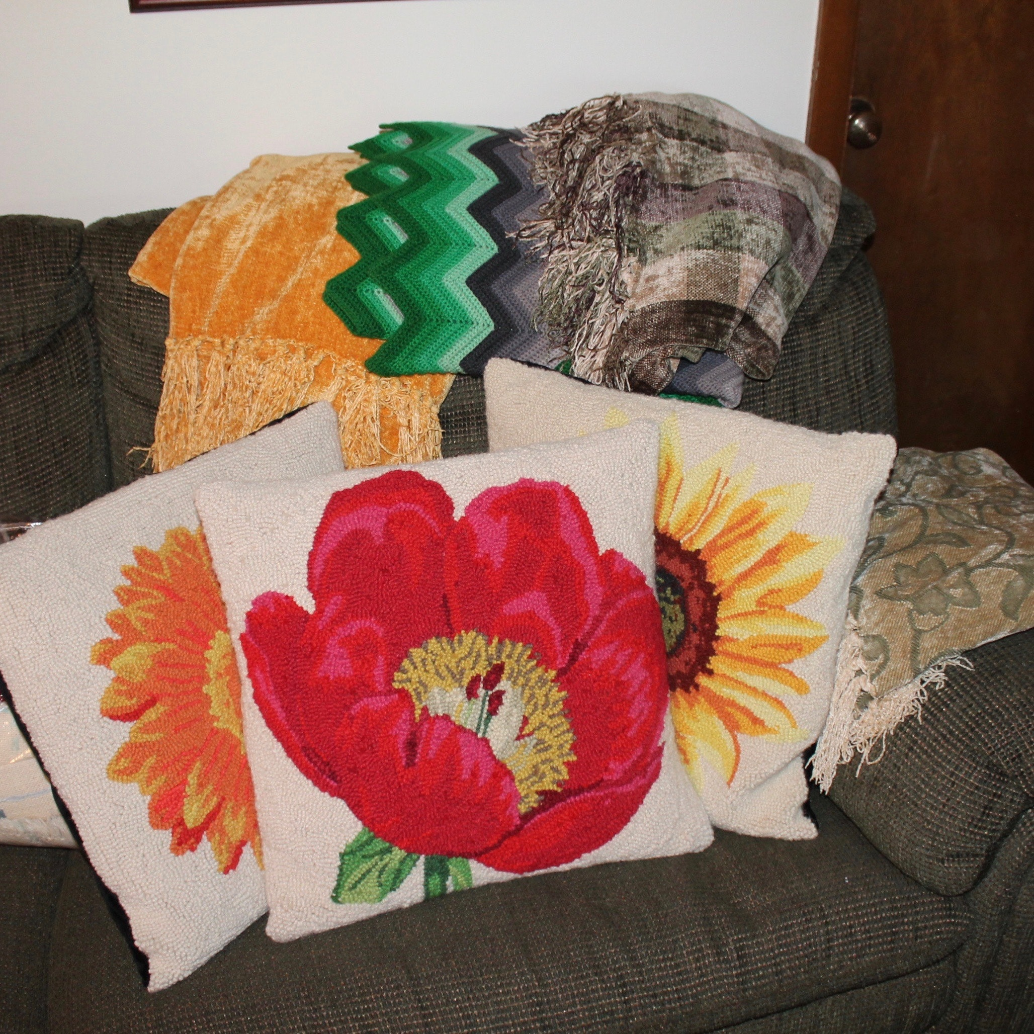 Decorative Throw Pillows and Afghans