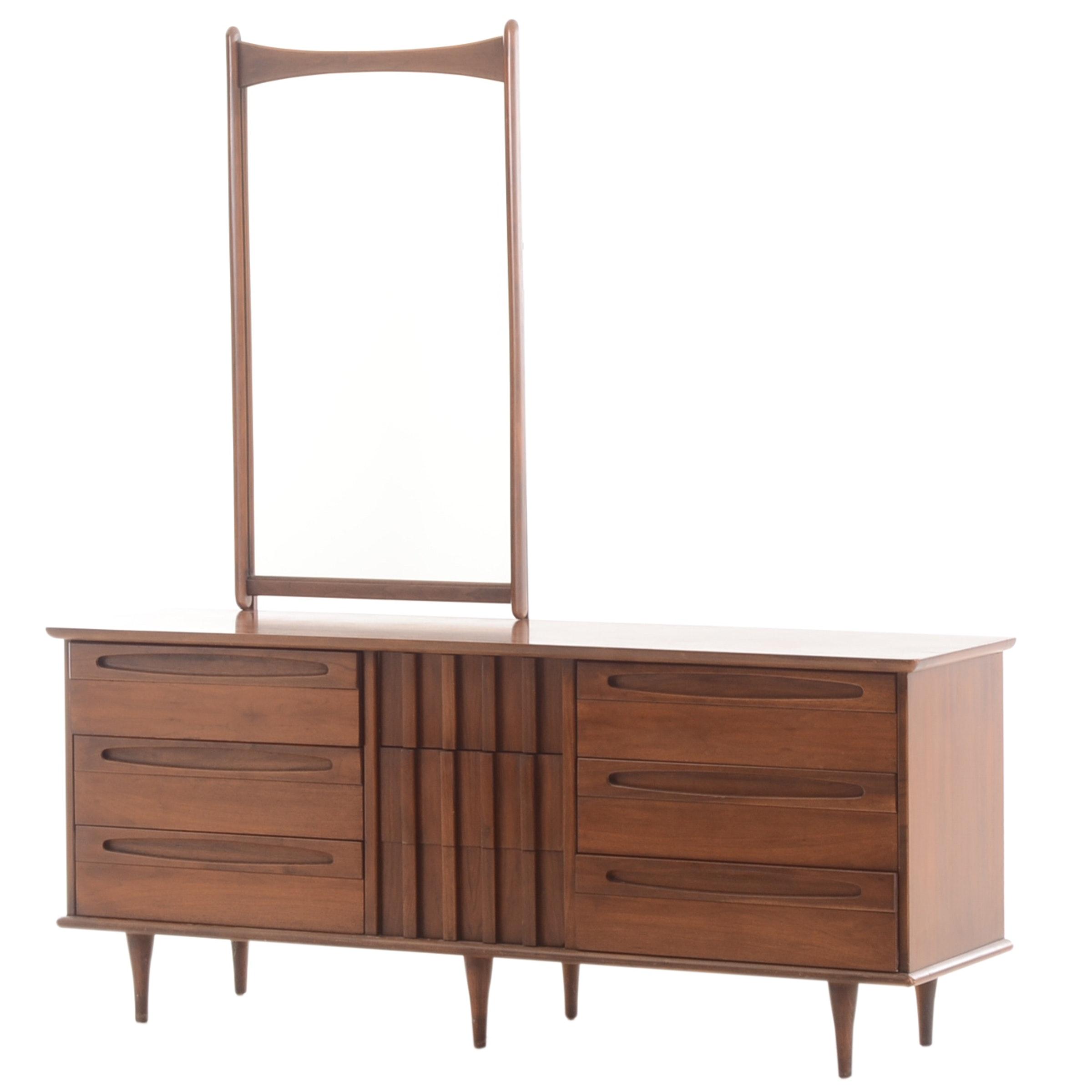 American of Martinsville Dresser with Mirror
