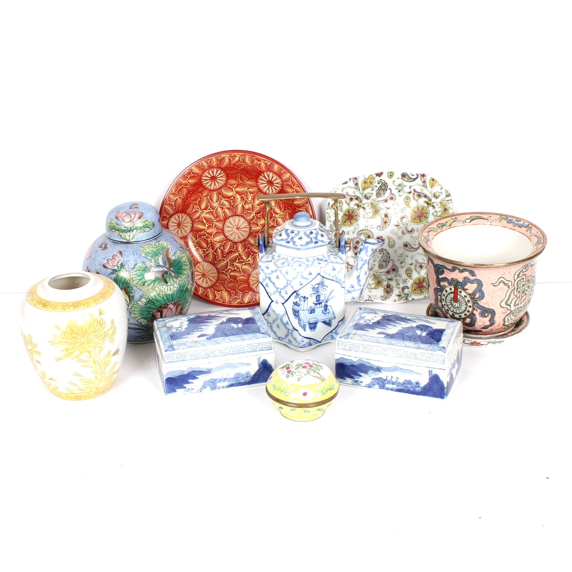 Vintage Chinoiserie Ceramics and Decorative Accessories