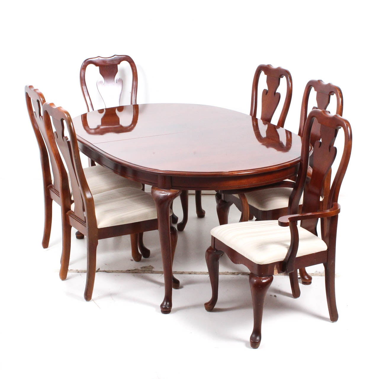 Queen Anne Style Thomasville Dining Table and Chairs