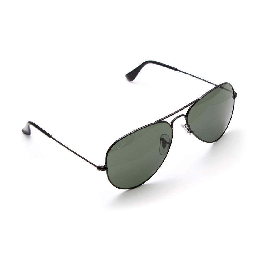 fade00c8ecf Ray-Ban Aviator Sunglasses with Case   EBTH