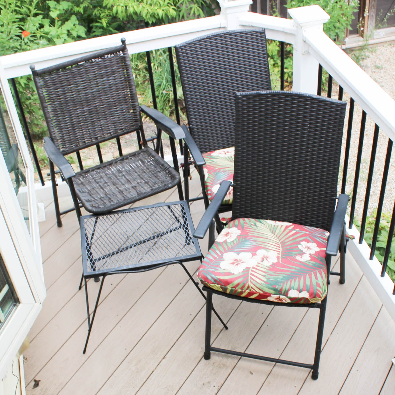 Folding Patio Chairs with Metal Side Table