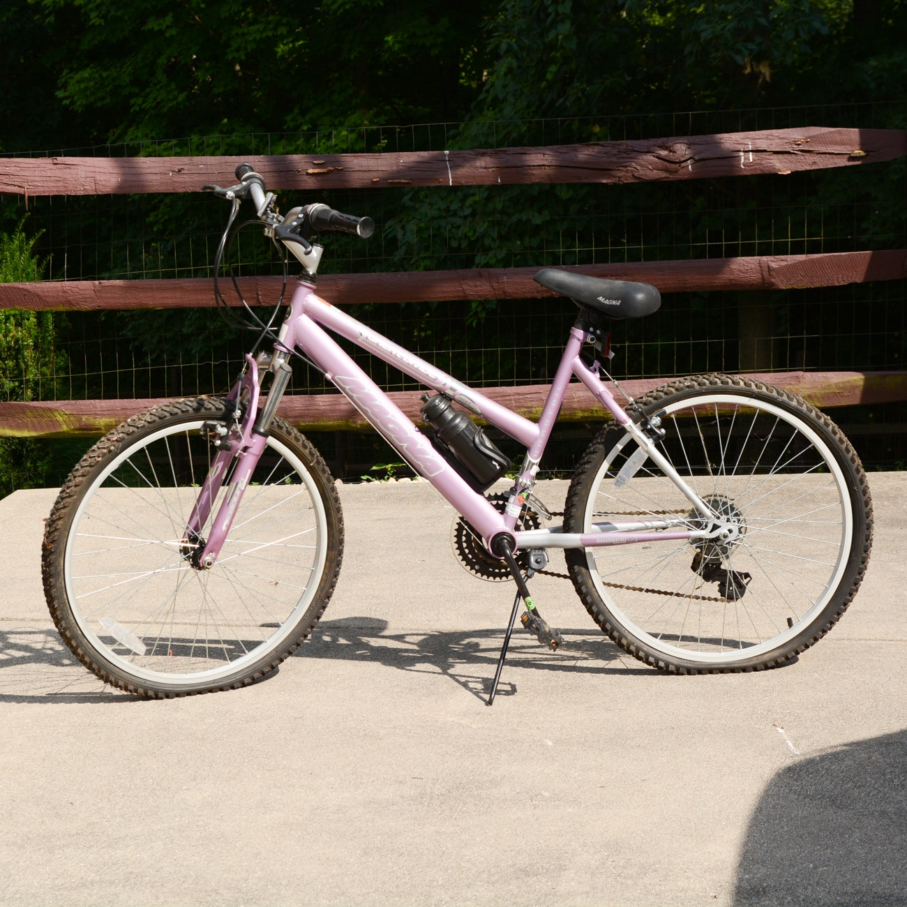"Magna ""Great Divide"" Hardtail 24"" Women's Bicycle in Pink"