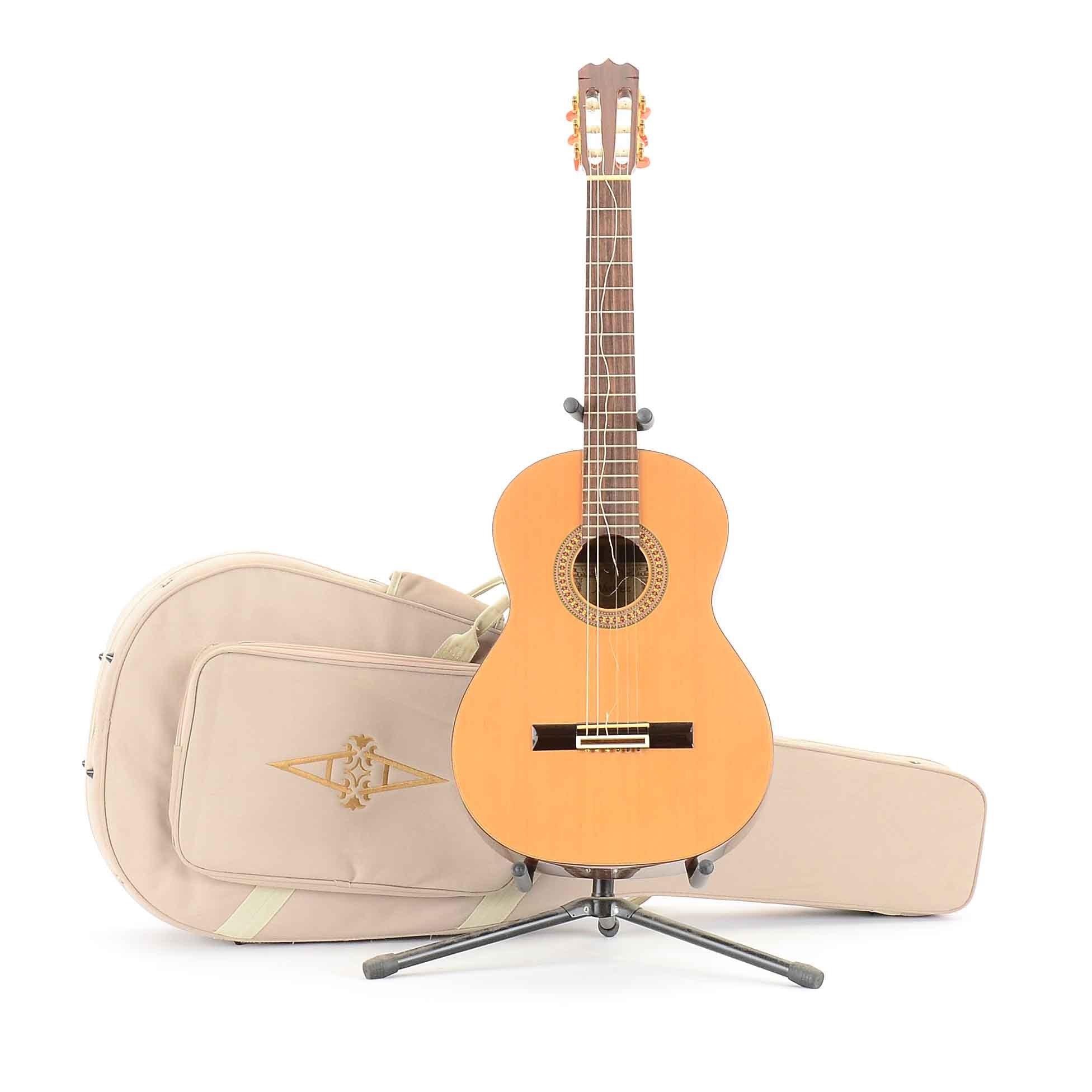 Alvarez Classical Acoustic Guitar with Case