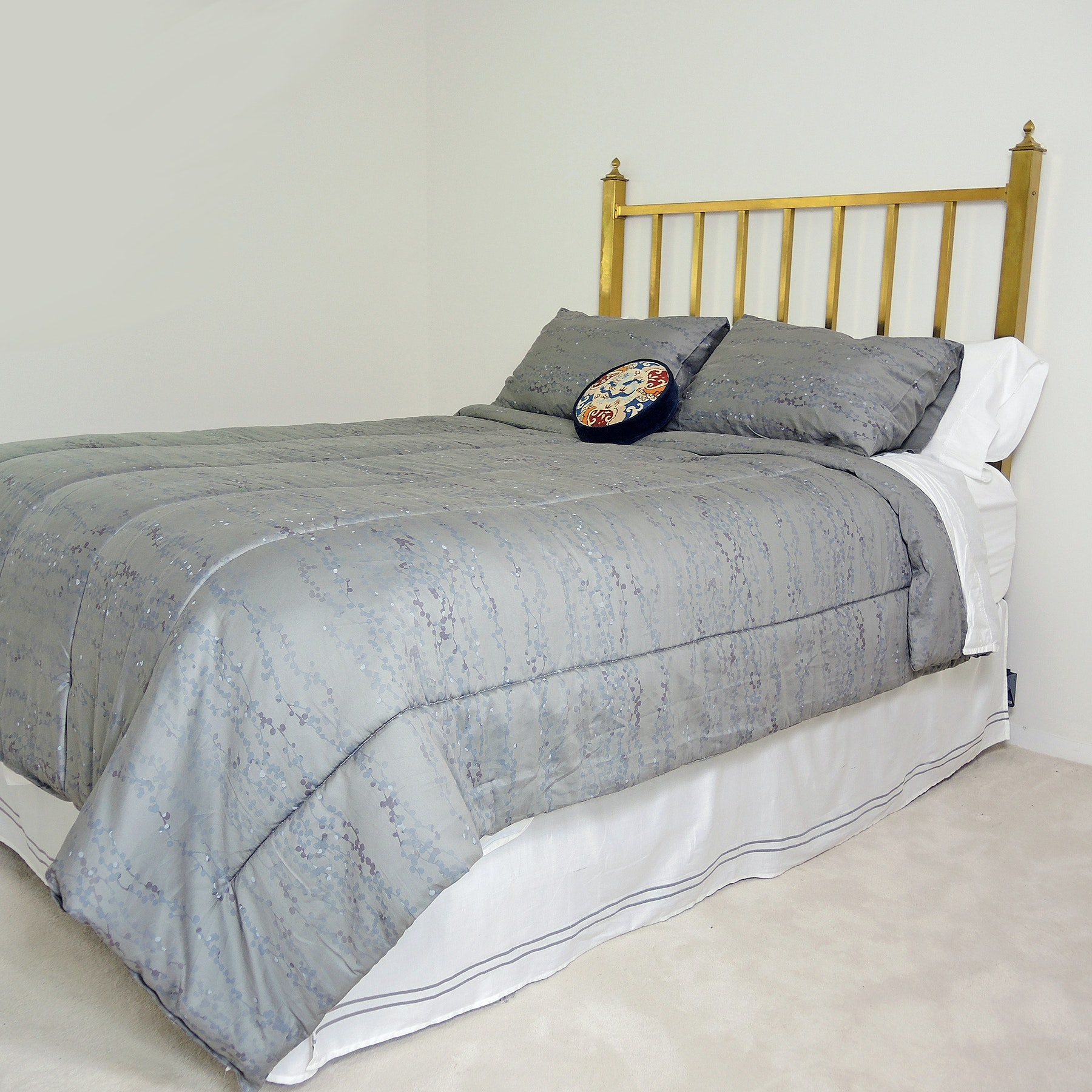 Brass Bed Featuring Posturepedic Grant Park Plush Mattress and Boxspring