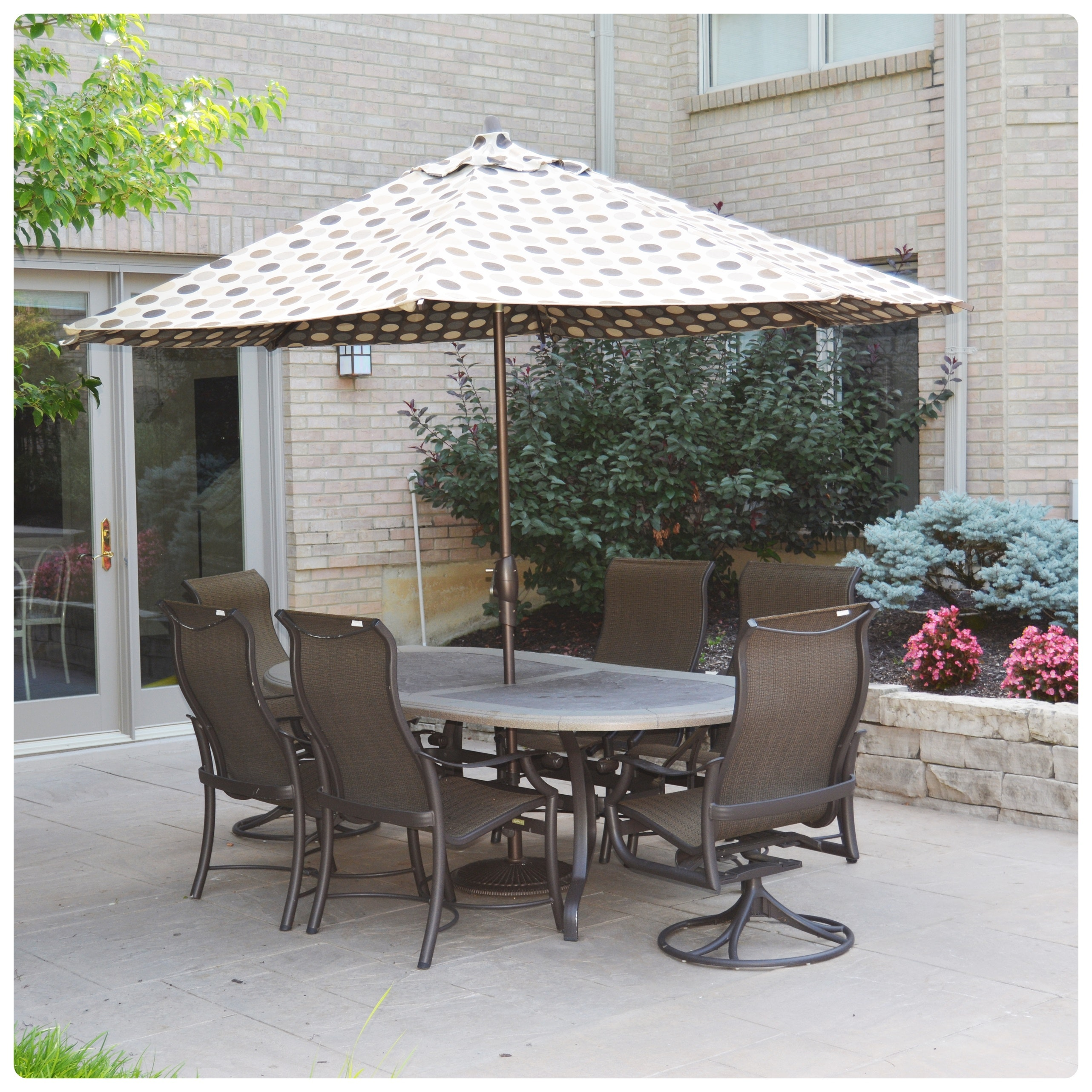 Tropitone Oval Patio Table and Chairs With Frontgate Umbrella
