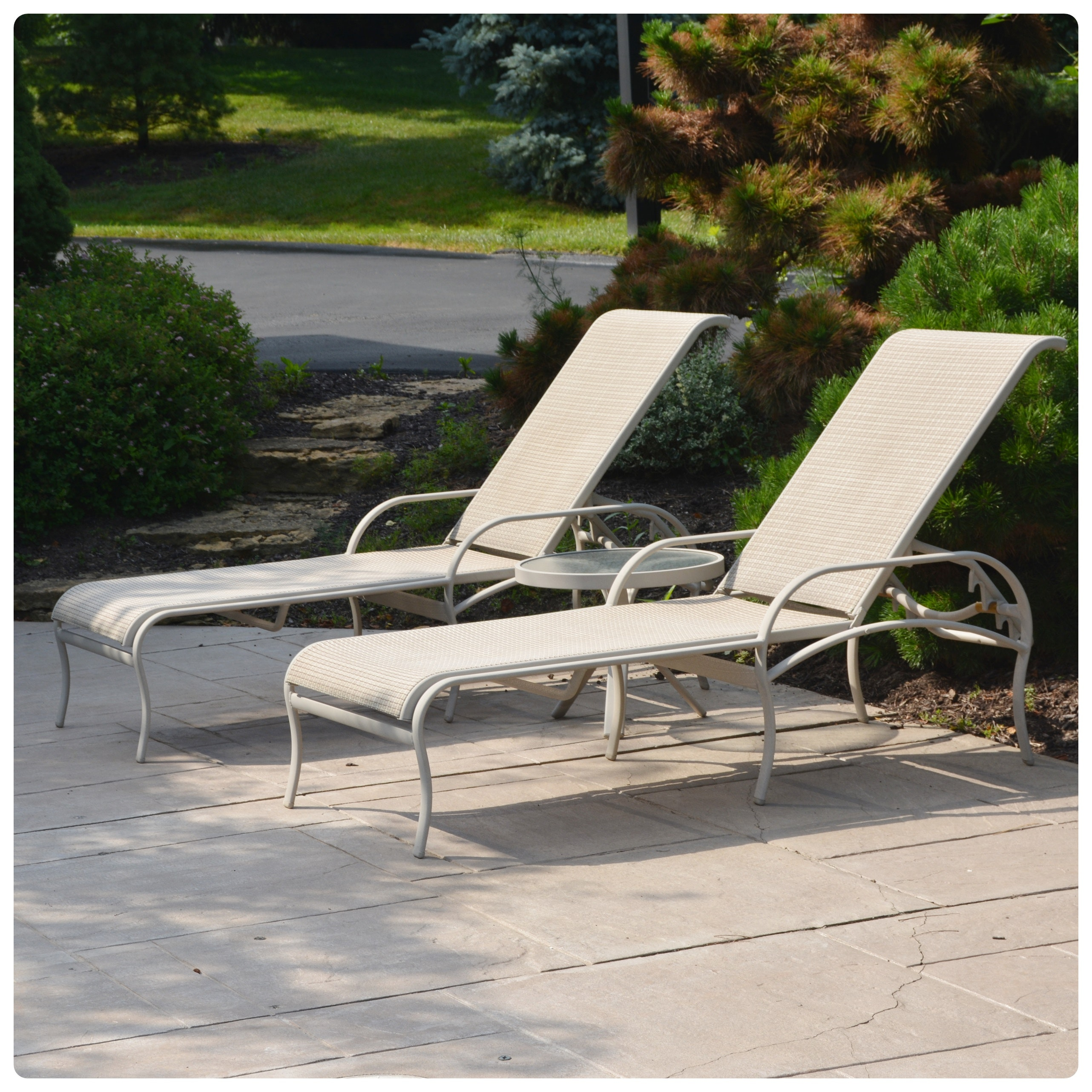 Tropitone Patio Lounge Chairs and Table