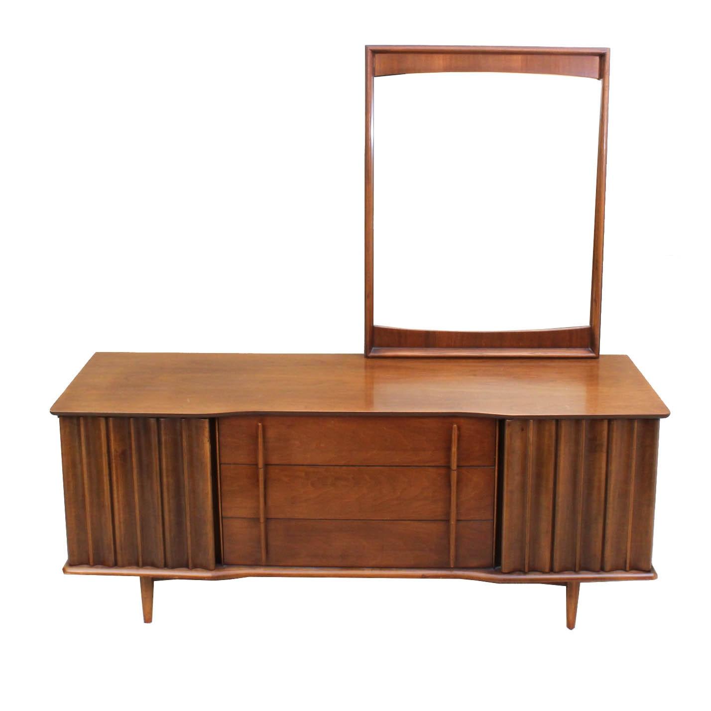Mid Century Modern United Furniture Walnut Veneer Dresser with Mirror