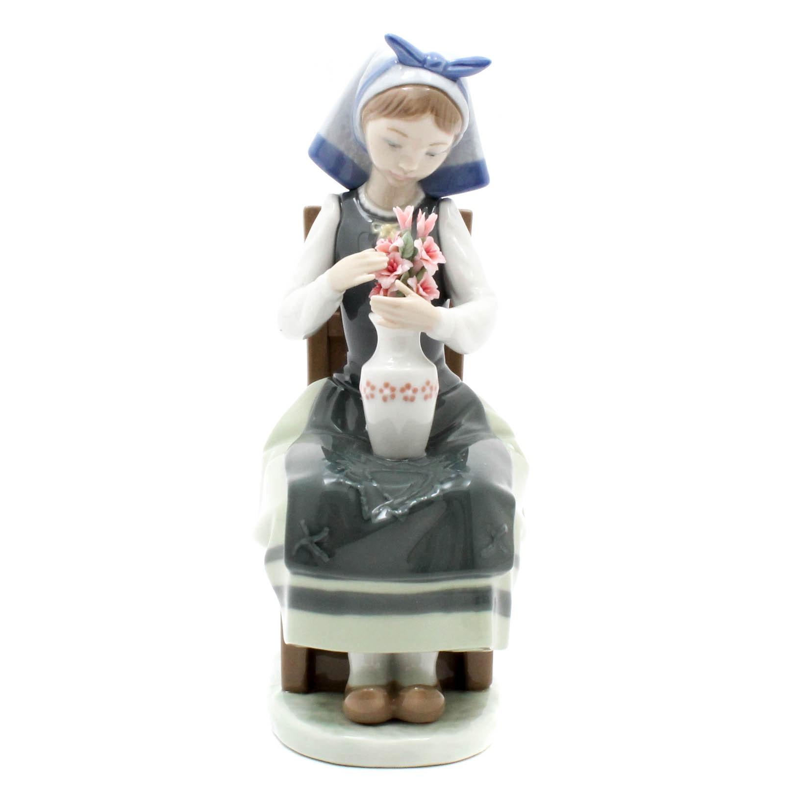 "Lladro ""Flower Harmony"" Figurine"