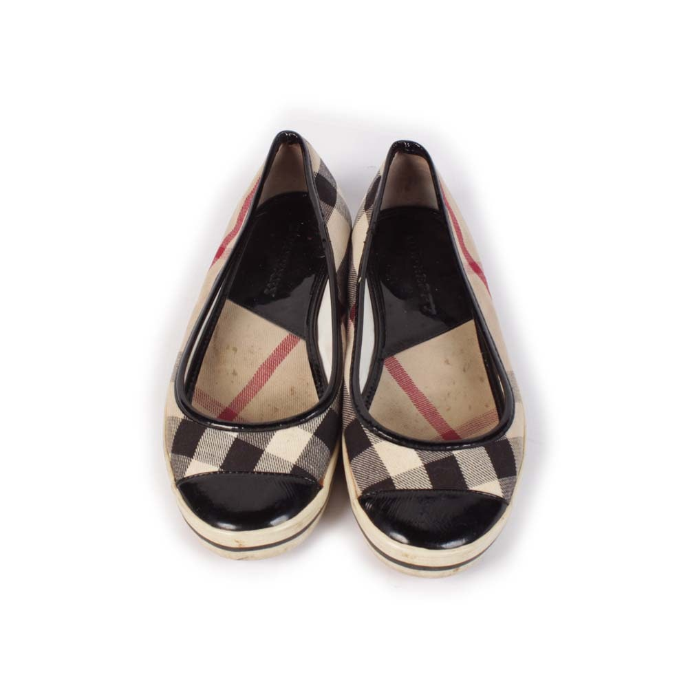 Burberry Slip-On Canvas Sneakers Trimmed in Black Patent Leather