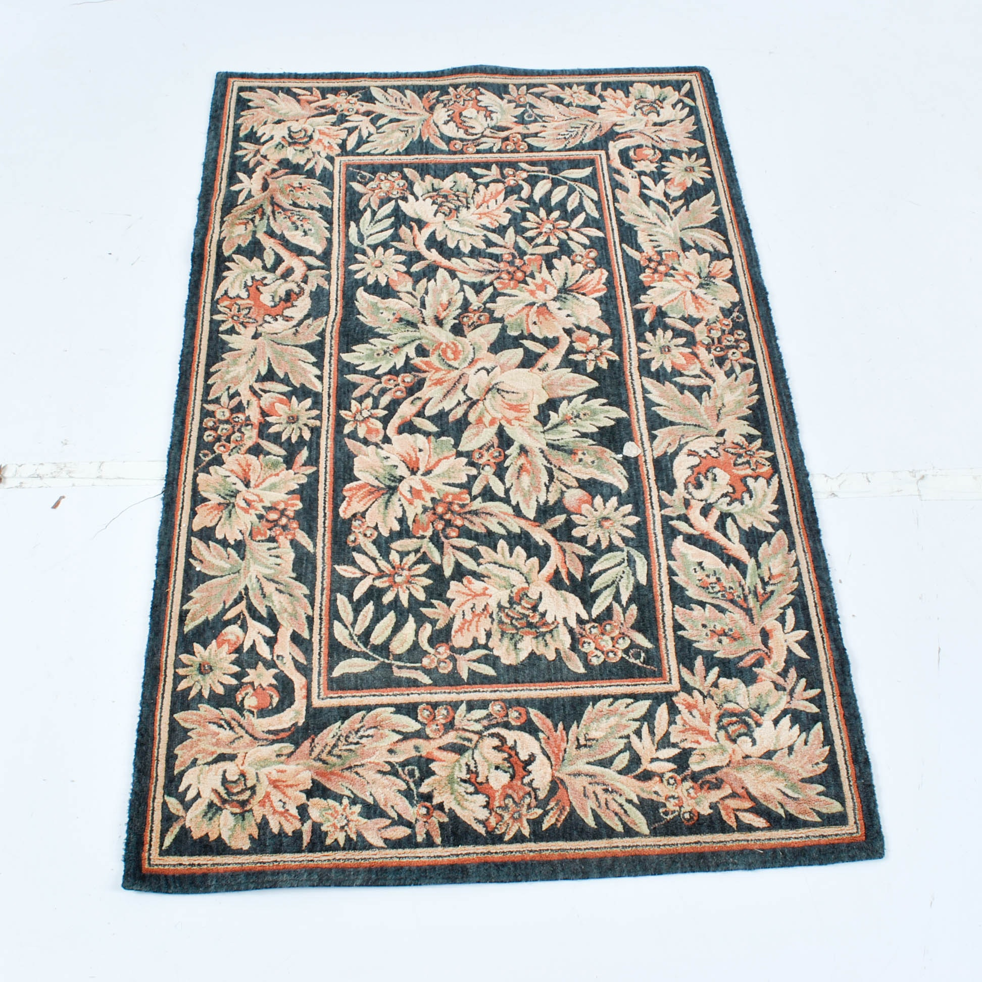 Power-Loomed Floral Wool Accent Rug