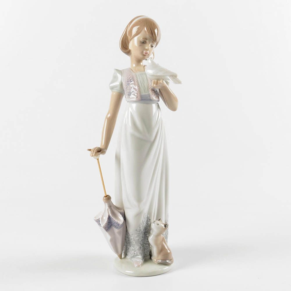 "Lladró ""Summer Stroll"" Porcelain Figurine #7611"