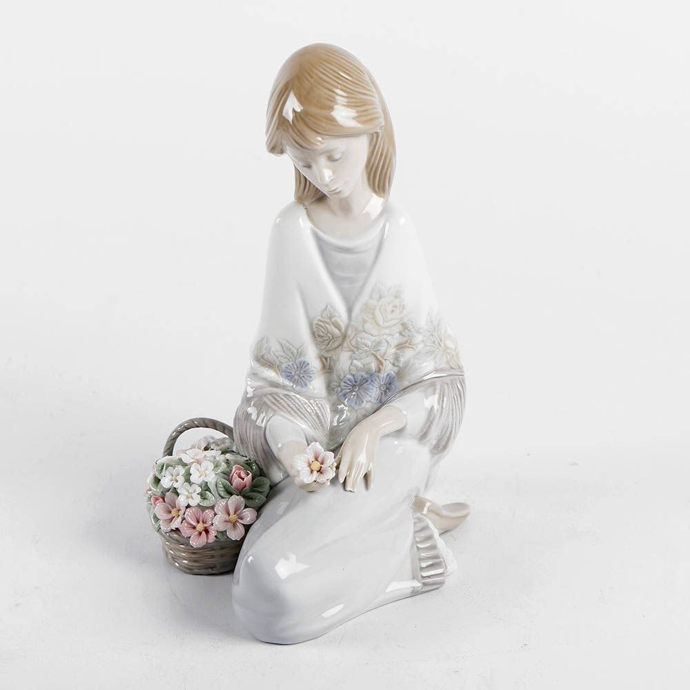 "Lladró ""Flower Song"" Porcelain Figurine #7607"