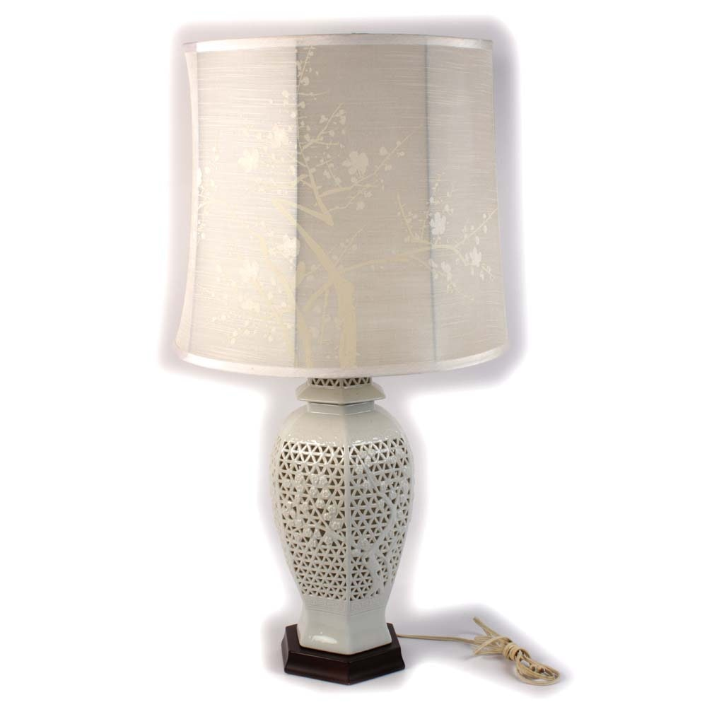 Speer Collectible White Ceramic Urn Table Lamp