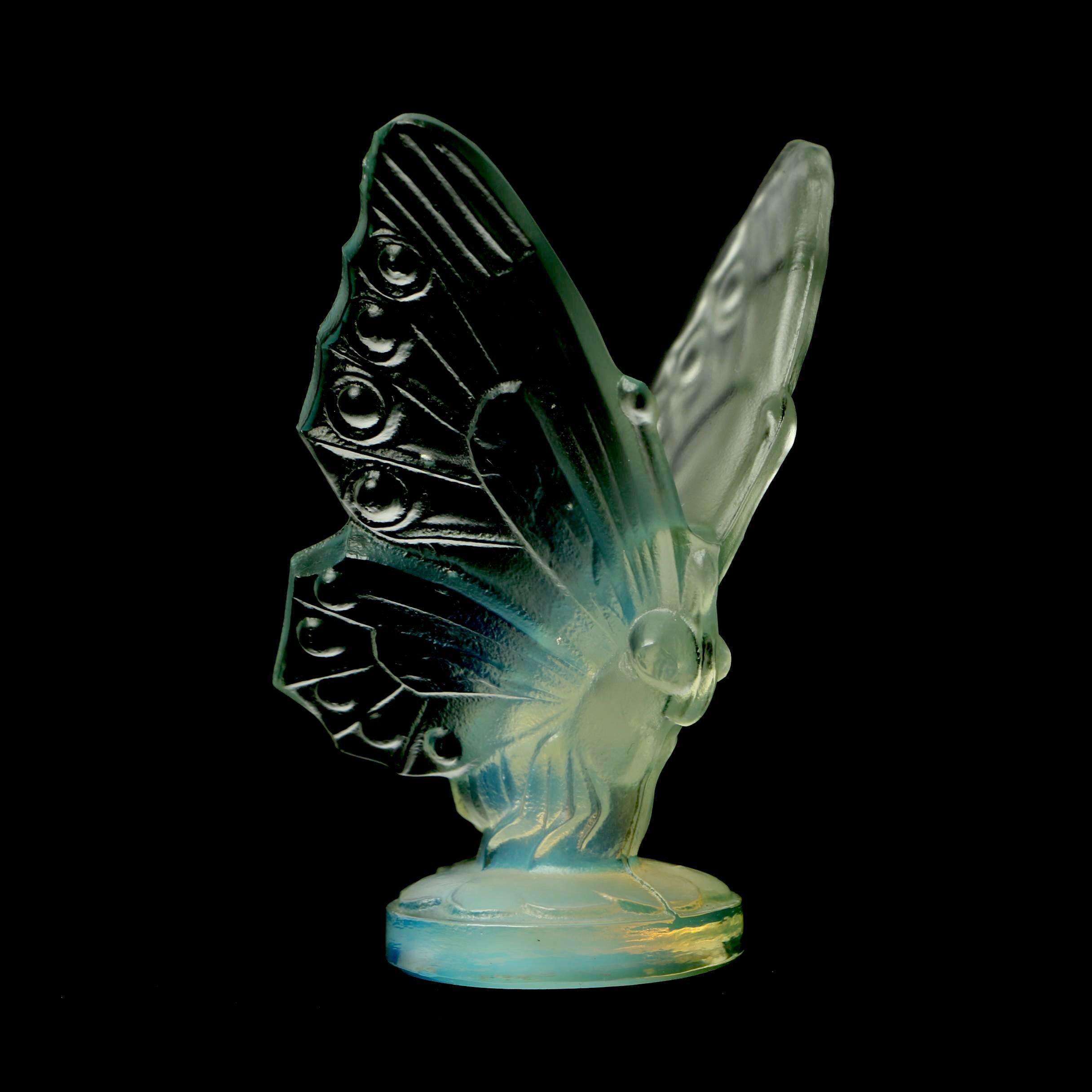Sabino Opalescent Art Glass Butterfly Figurine