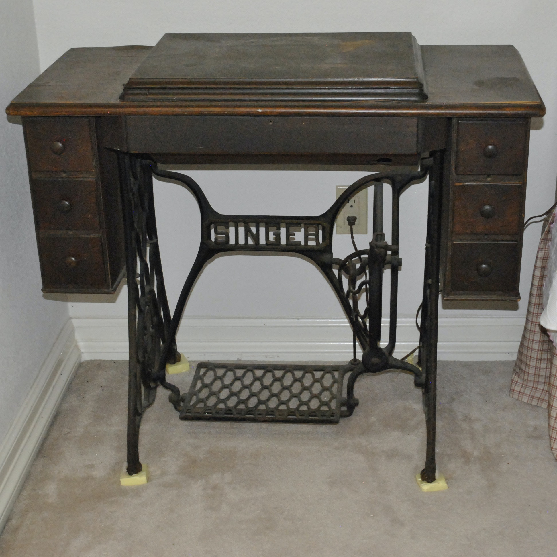 Antique Singer Sewing Machine Treadle Table
