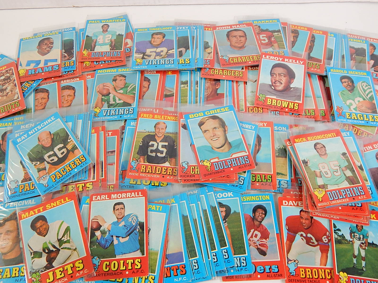 1971 Topps Football Card Collection - Around 125 Card Count