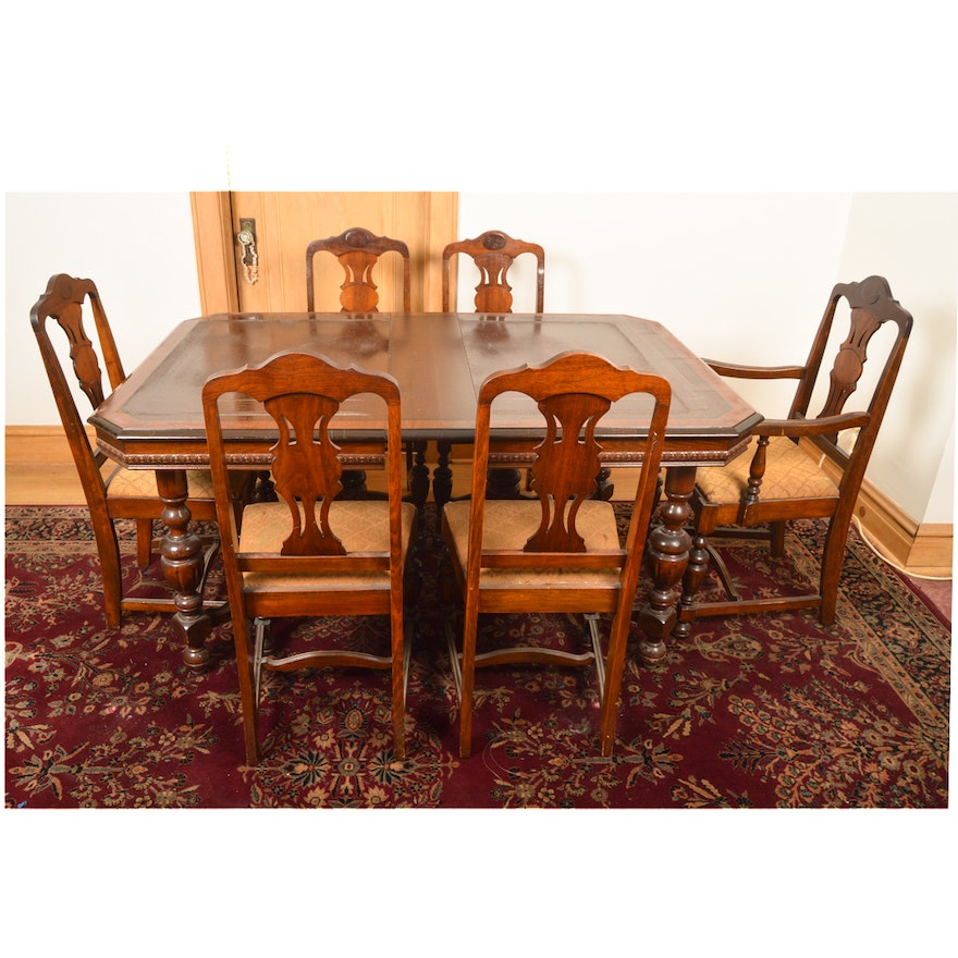 William And Mary Style Dining Table Chairs