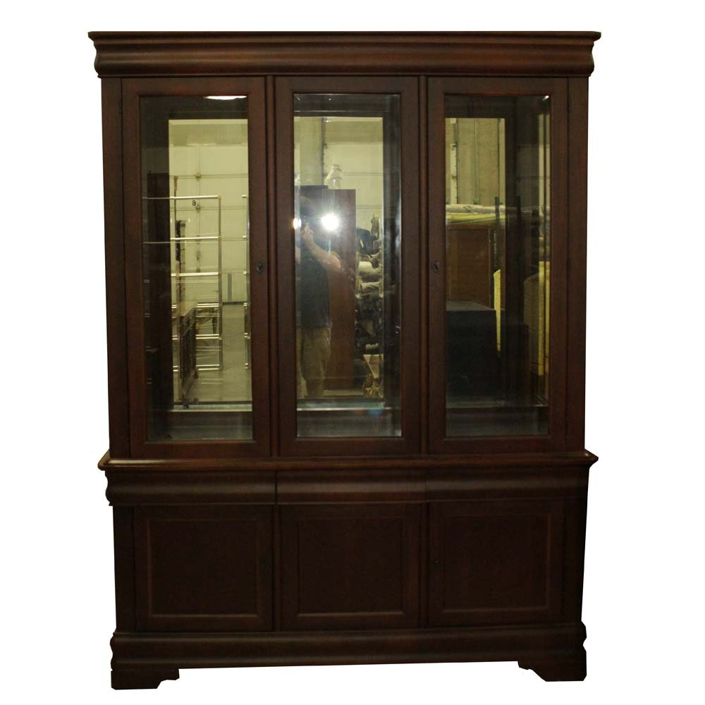 Broyhill Illuminated Cherry China Cabinet