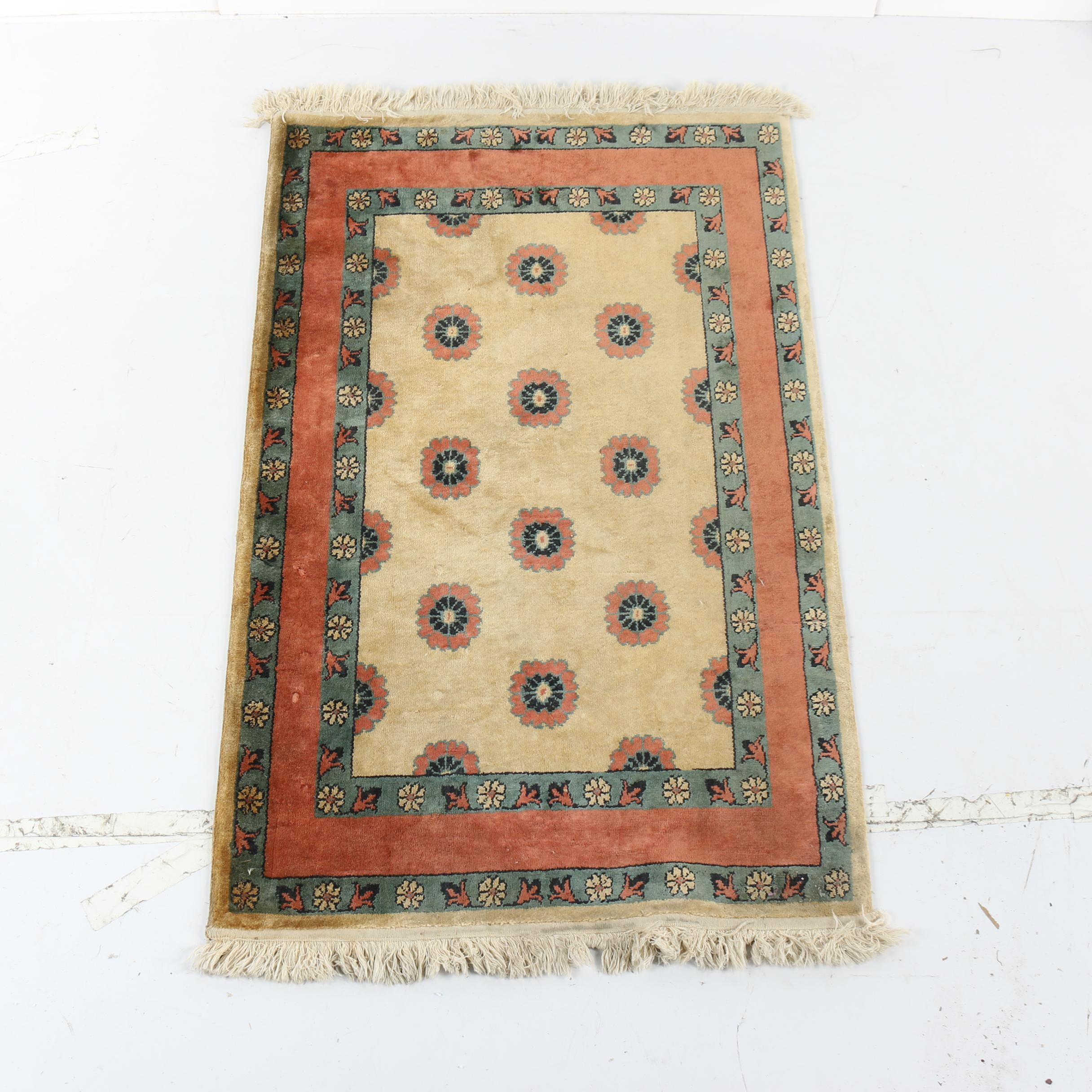 Vintage Power-Loomed Floral Accent Rug