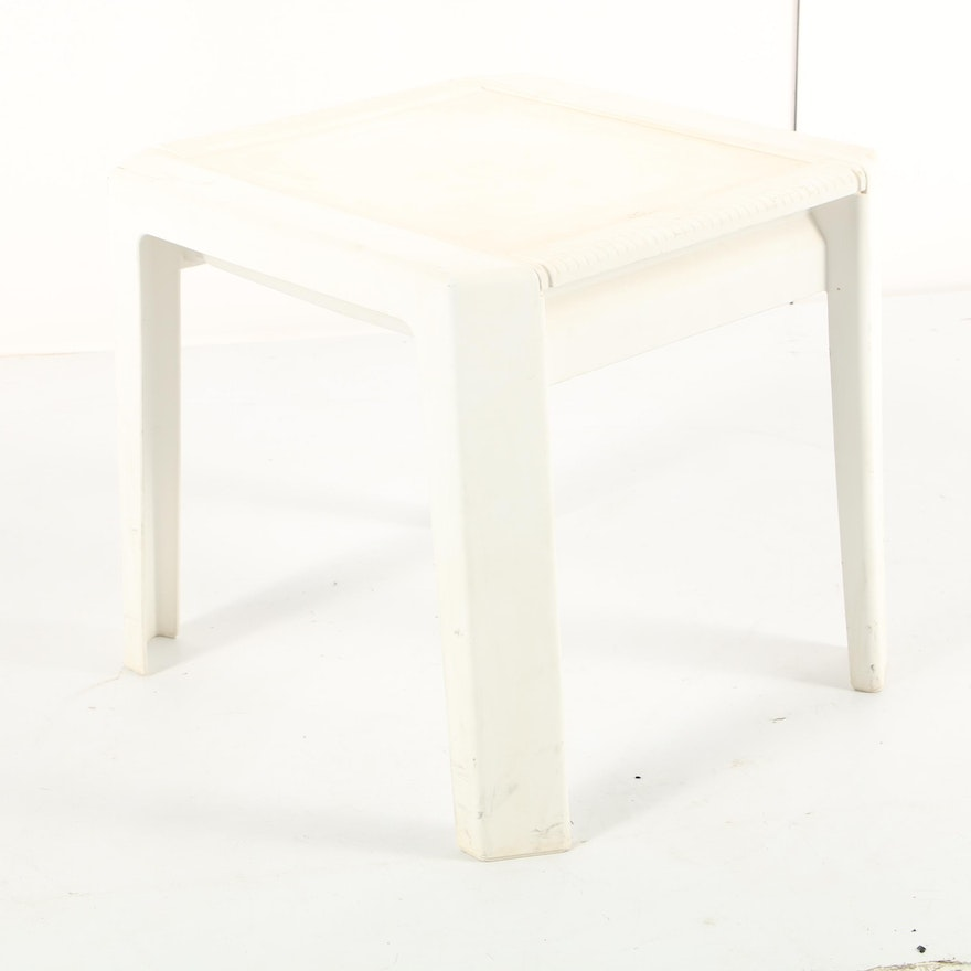 Rubbermaid Patio Side Table