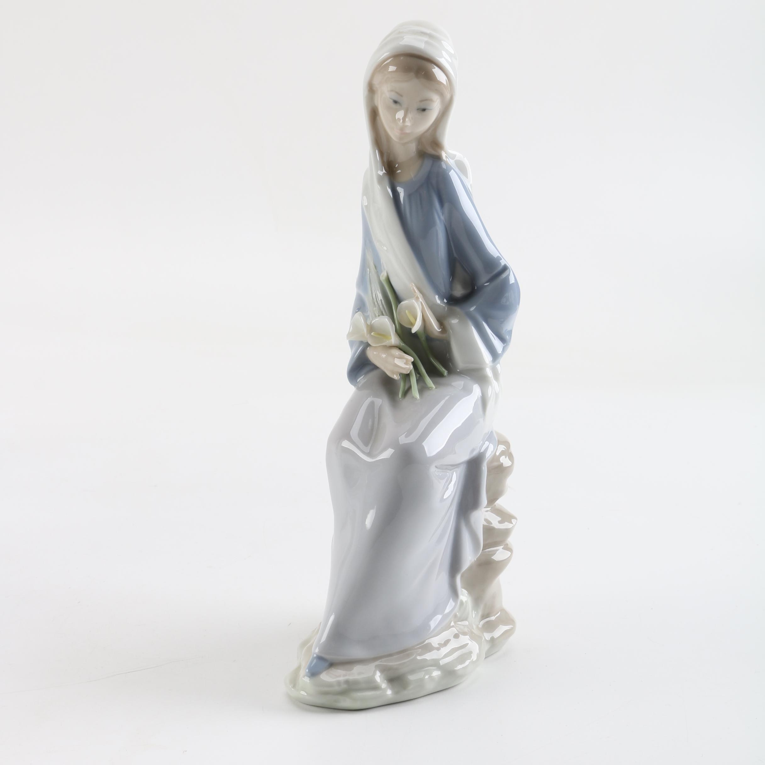 Lladro Sitting Girl with Calla Lilies Porcelain Figurine