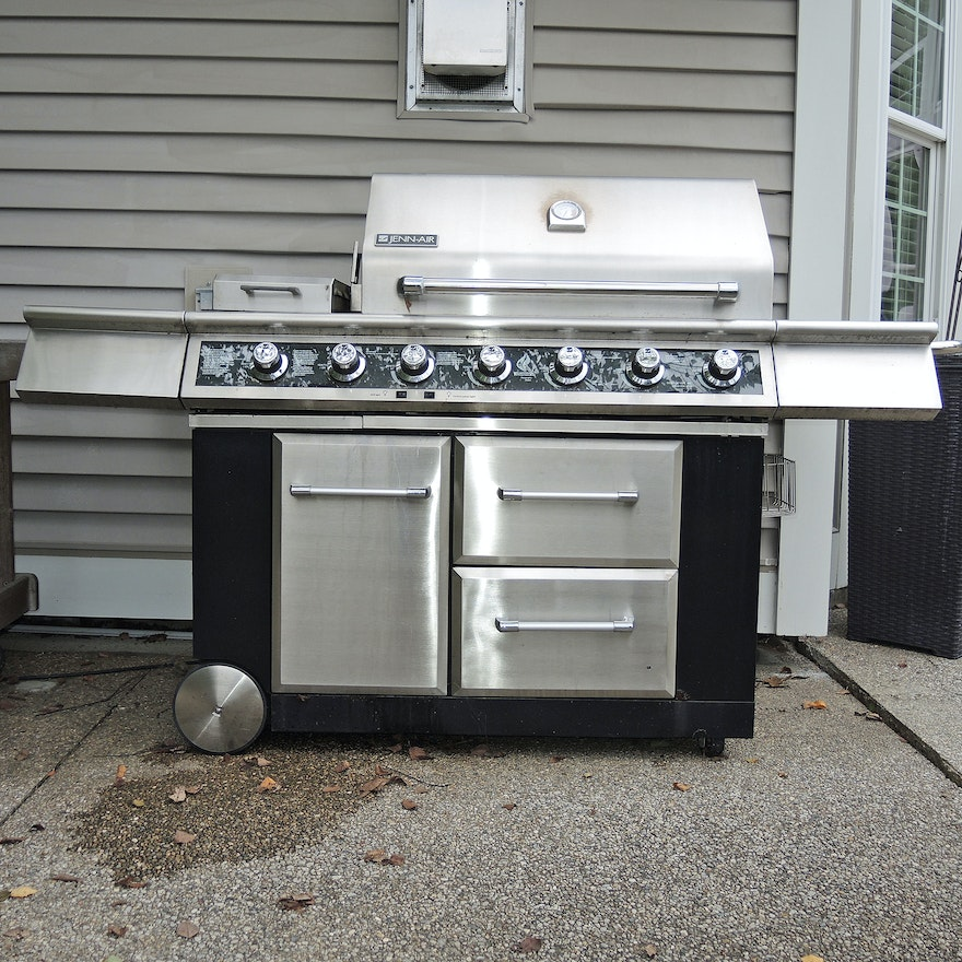Jenn-Air Outdoor Gas Grill with KitchenAid Rotisserie Grill Kit