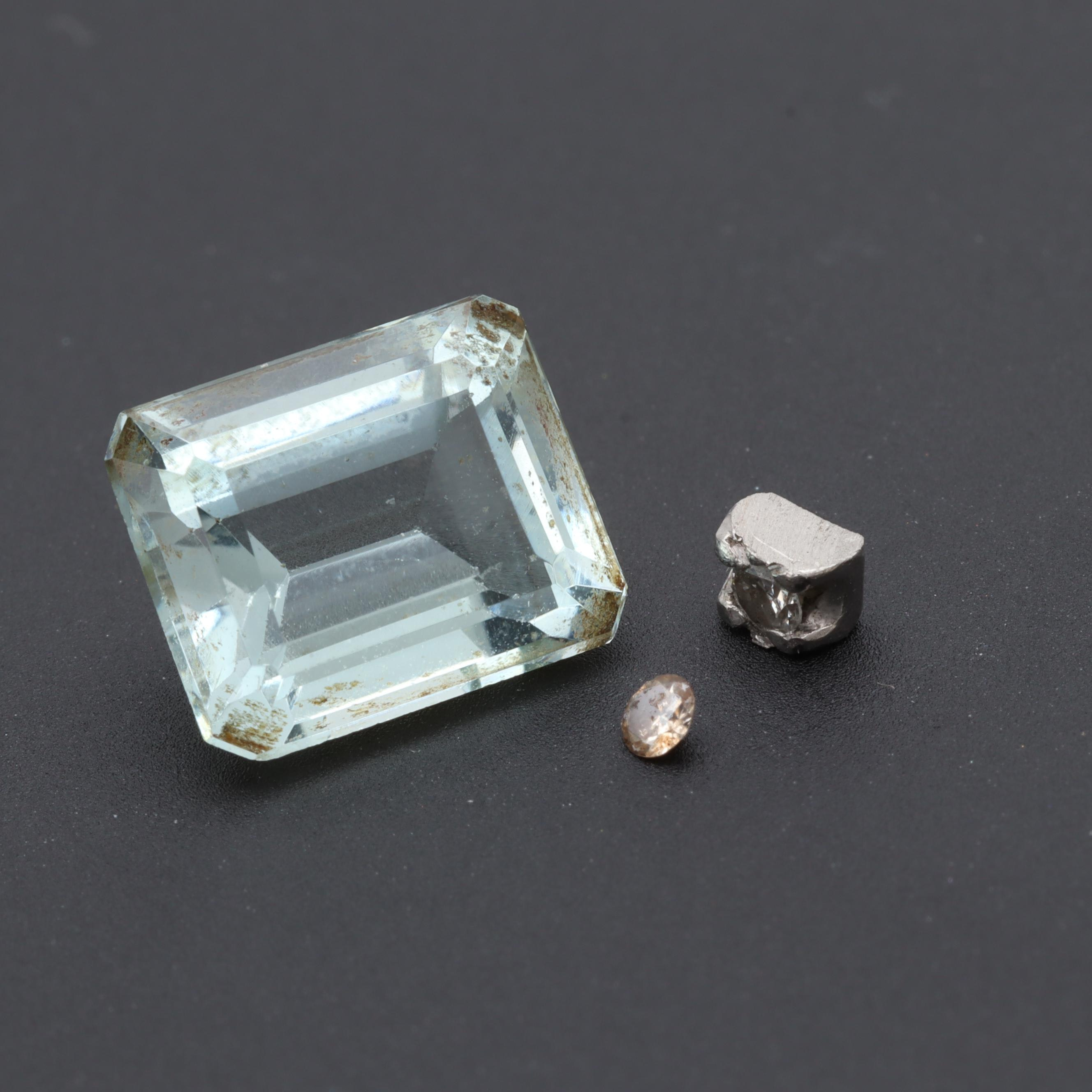 Loose 3.05 CT Aquamarine and 0.05 CTW Diamond Selection